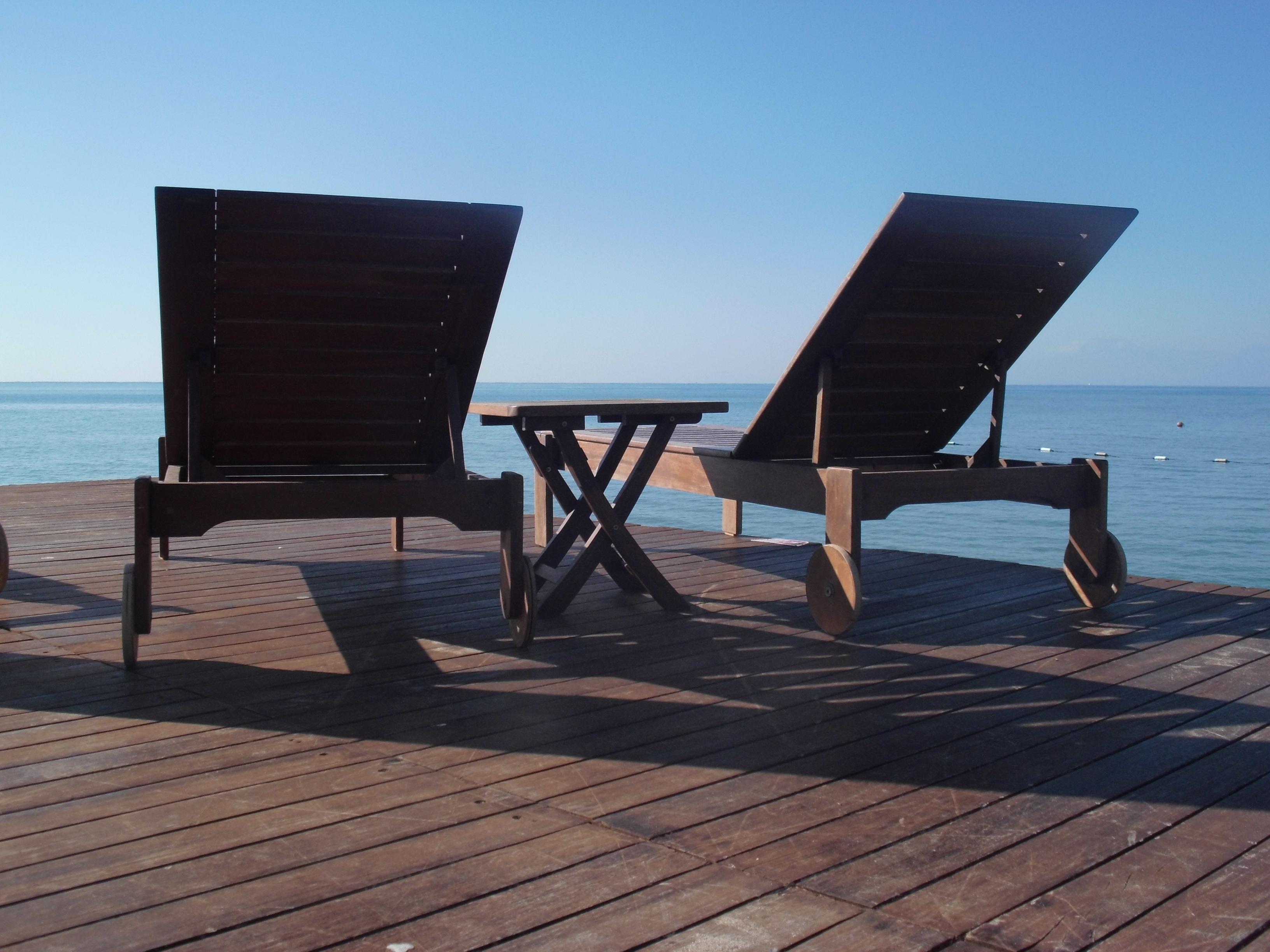 Fotos gratis : mesa, playa, mar, agua, Oceano, piso, relajarse ...