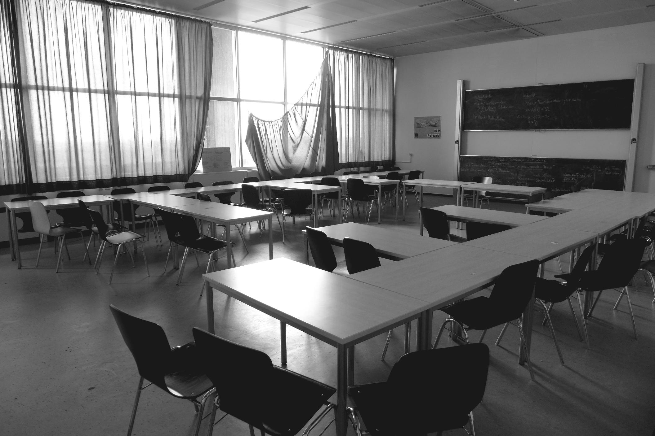 Fotos gratis mesa en blanco y negro mueble habitaci n for Disenos de interiores en blanco y negro