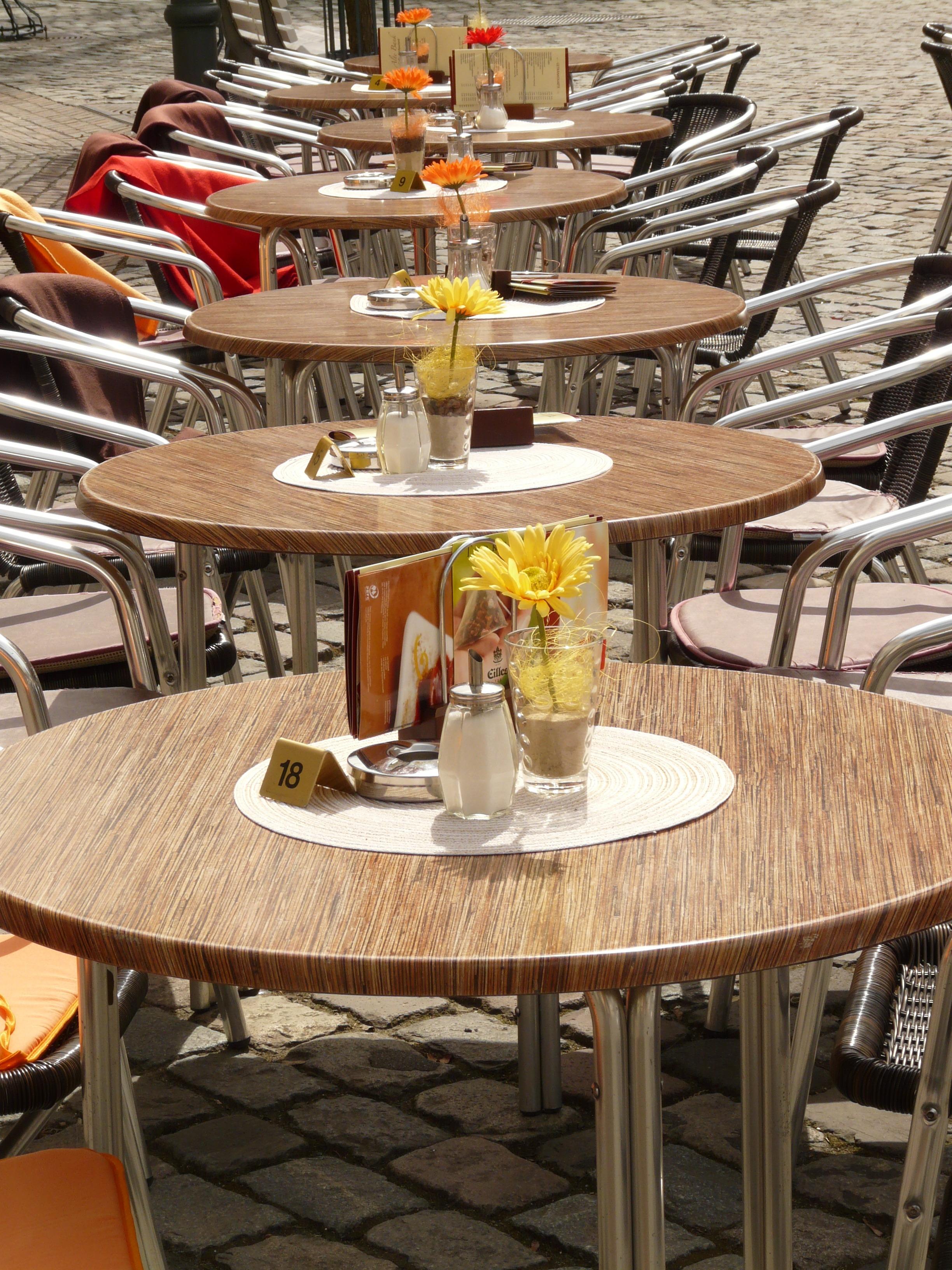 Kostenlose foto : Tabelle, Cafe, Kaffee, Holz, Straße, Blume ...