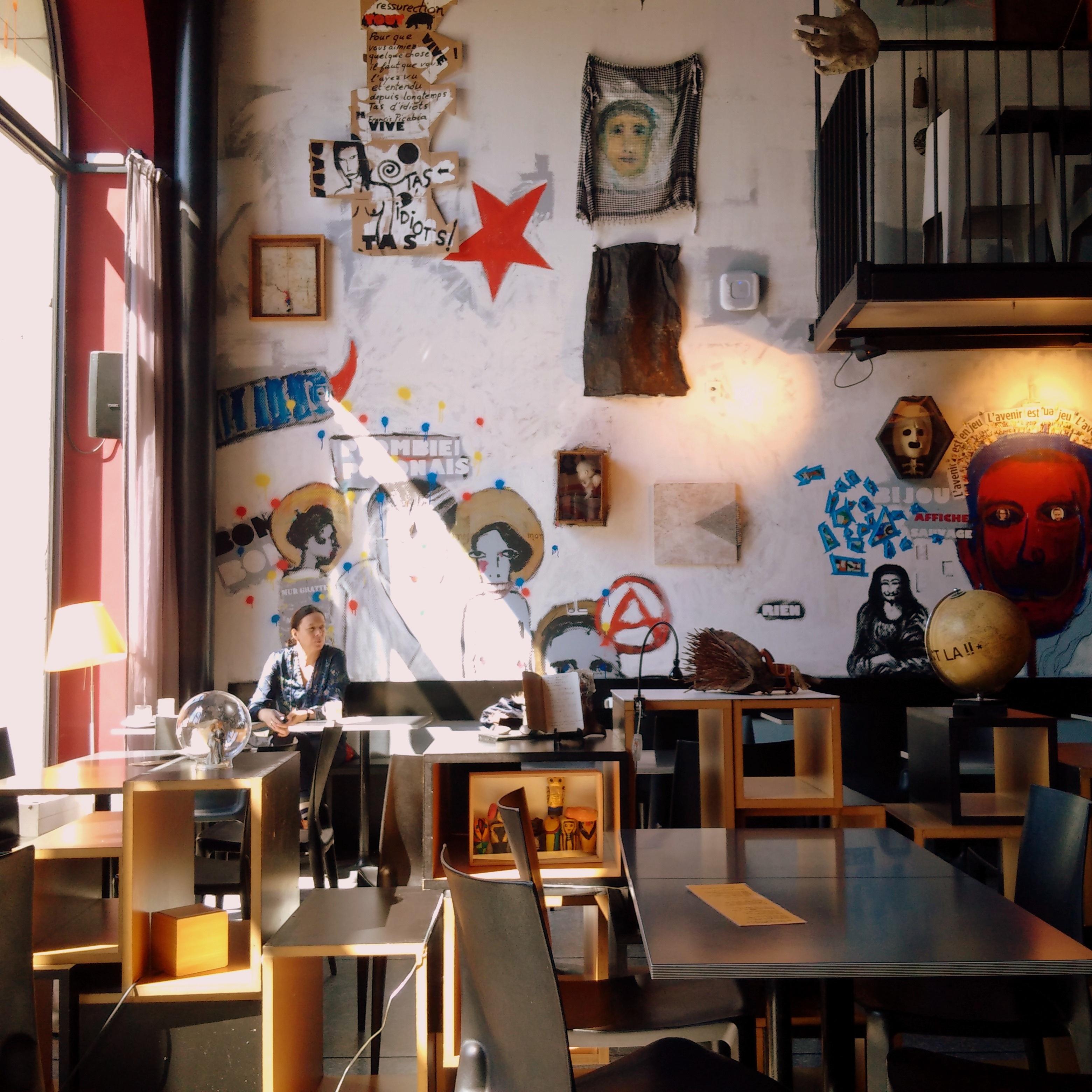 Fotos gratis : mesa, cafetería, ligero, sol, restaurante, ciudad ...