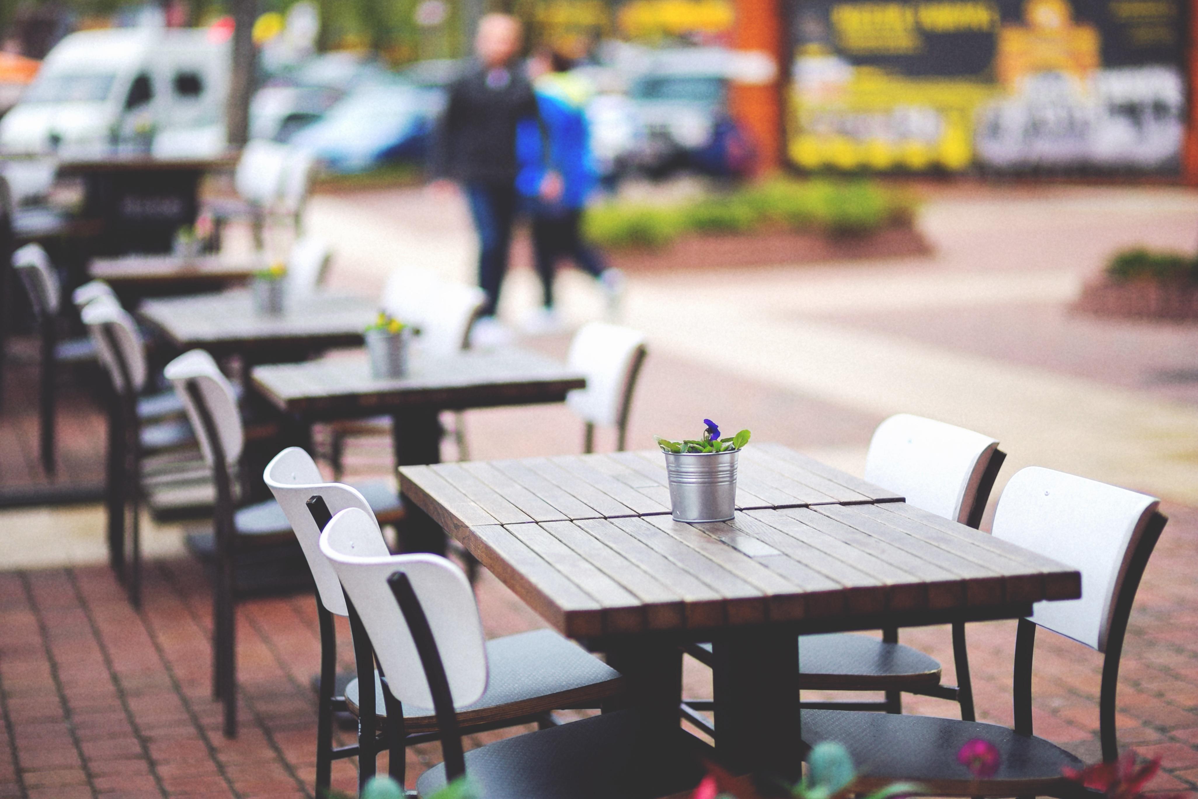 Fotos gratis : mesa, cafetería, calle, restaurante, ciudad, mueble ...