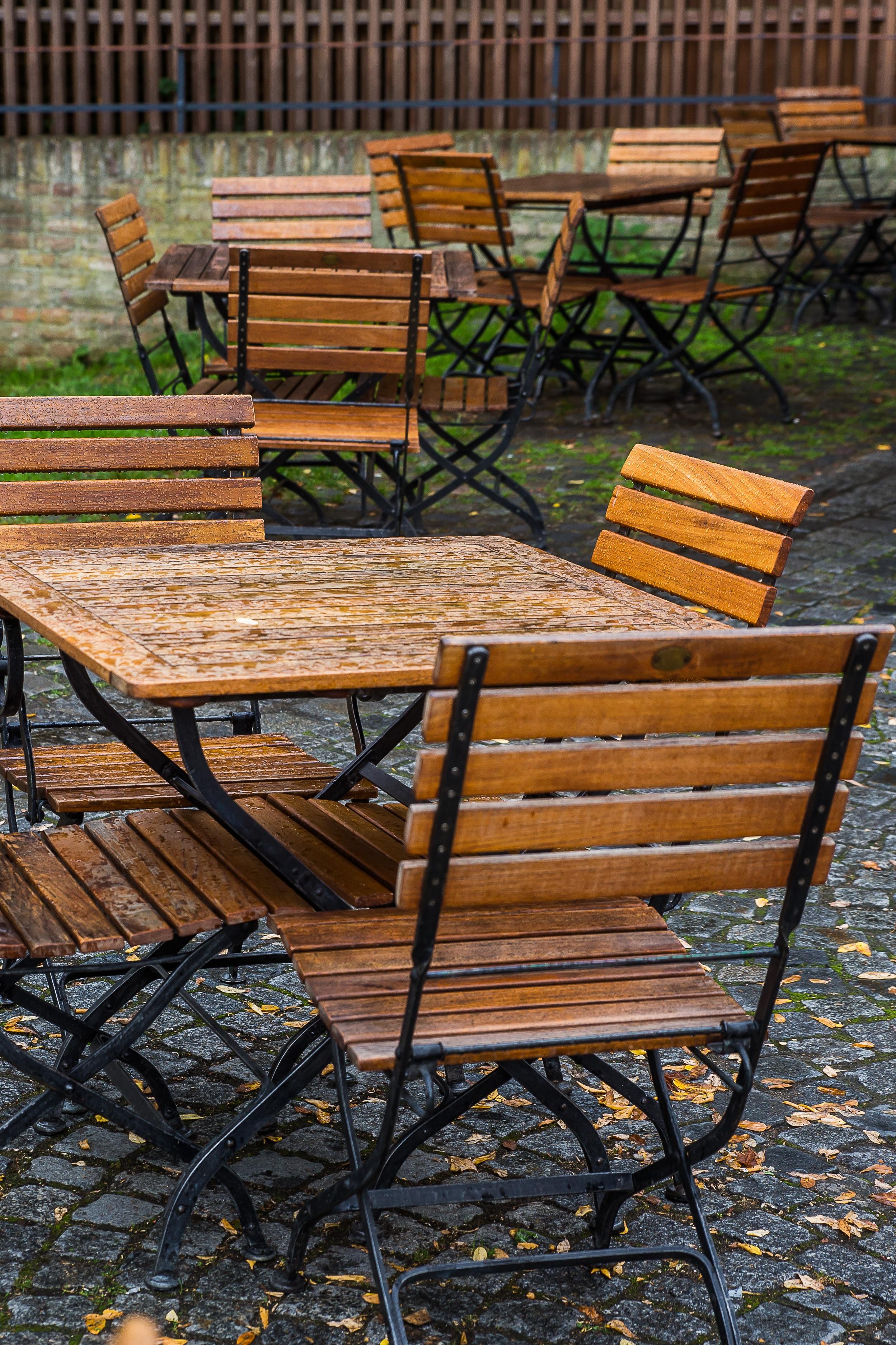 Fotos gratis : mesa, cafetería, madera, banco, lluvia, silla, patio ...