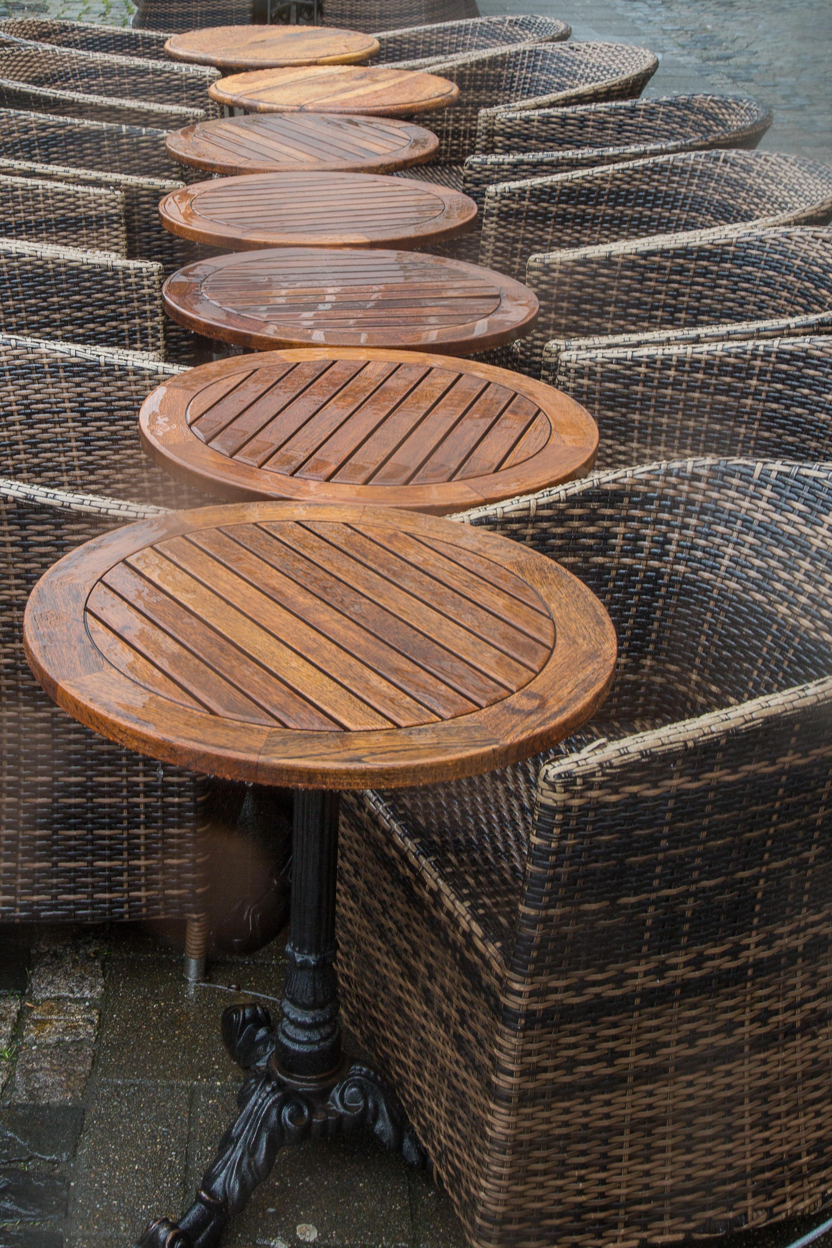Table Caf Bois Pluie Chaise Meubles Osier Asseoir Bistro La Gastronomie De Rue Objet Fabriqu