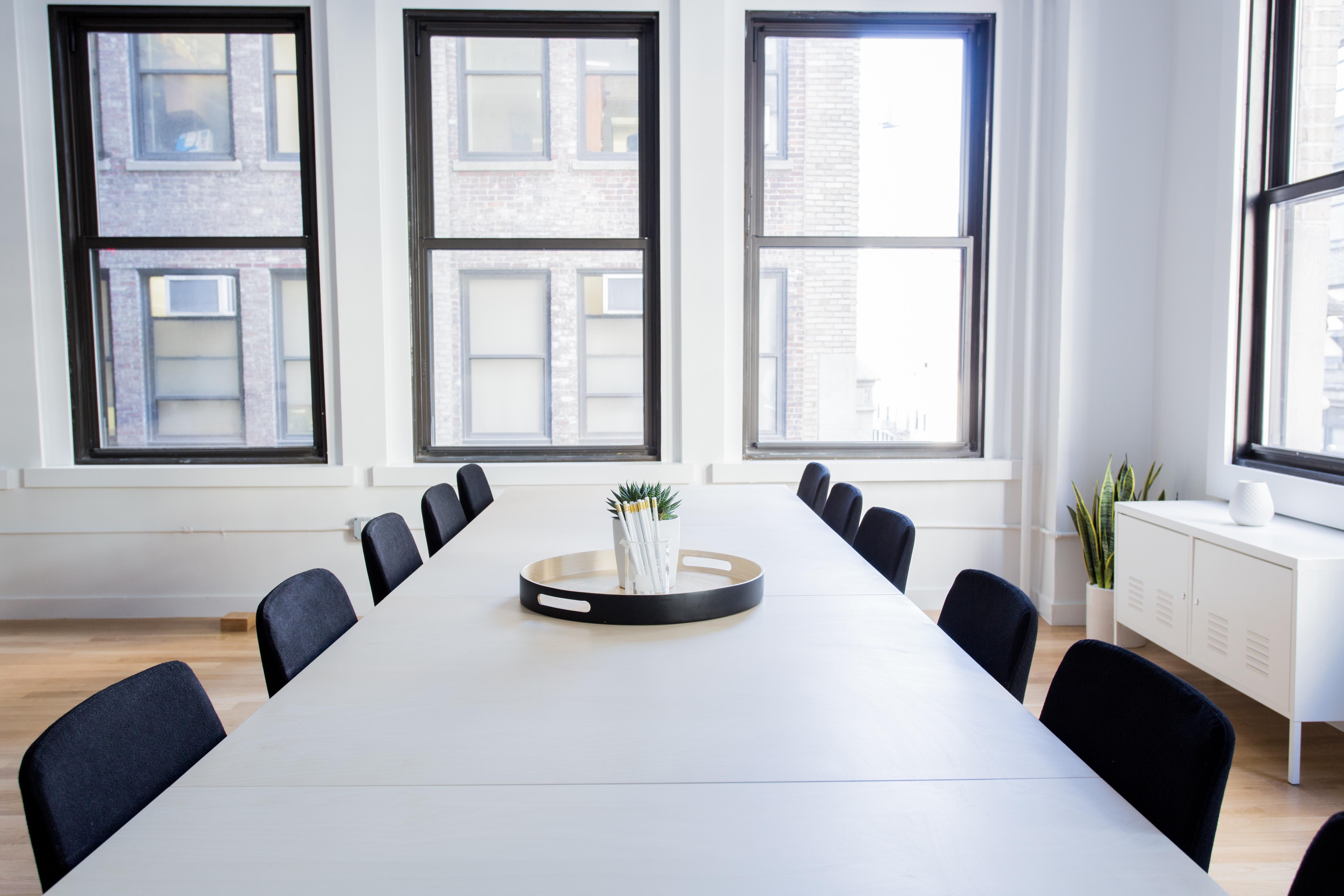 Tavolo Di Lavoro English : Immagini belle : tavolo sedia pavimento finestra casa proprietà