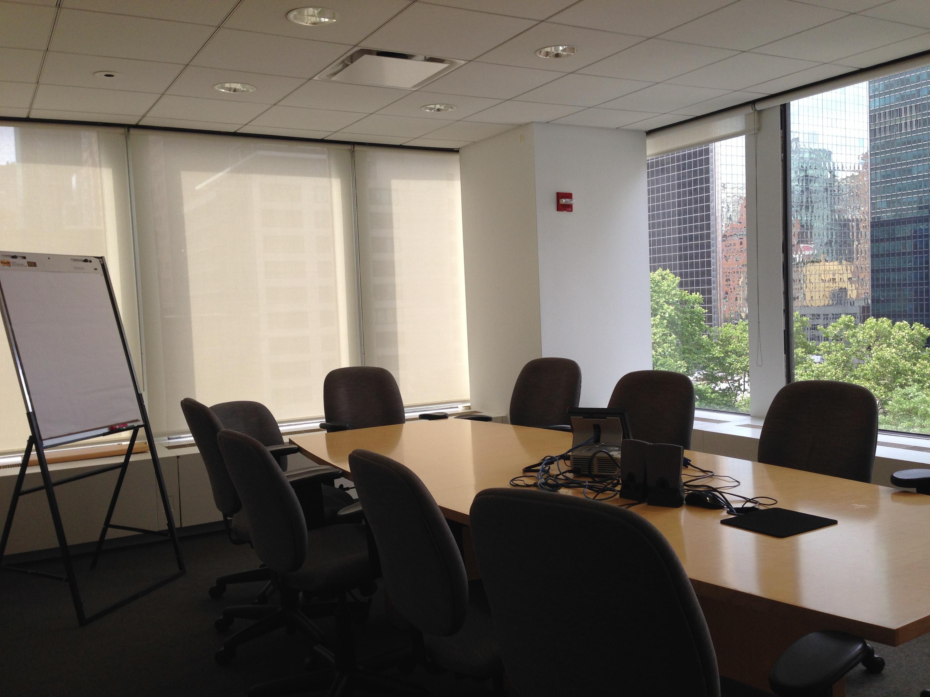 Fotos gratis mesa silla reuni n corporativo oficina for Disenos de interiores para negocios