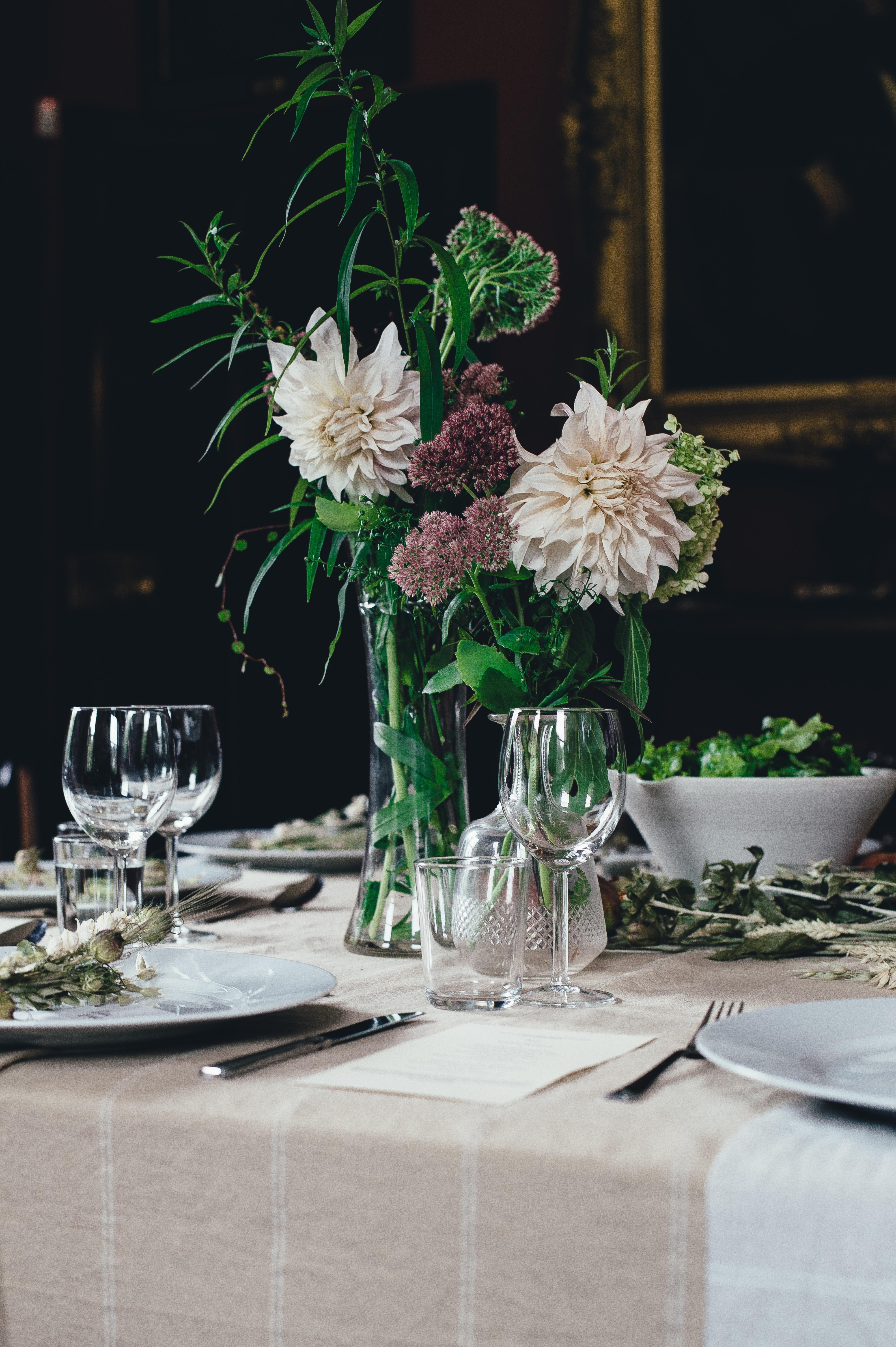 Table Cutlery White Flower Gl Restaurant Meal Lighting Wedding Interior Design Dahlia Ceremony Floristry Dining