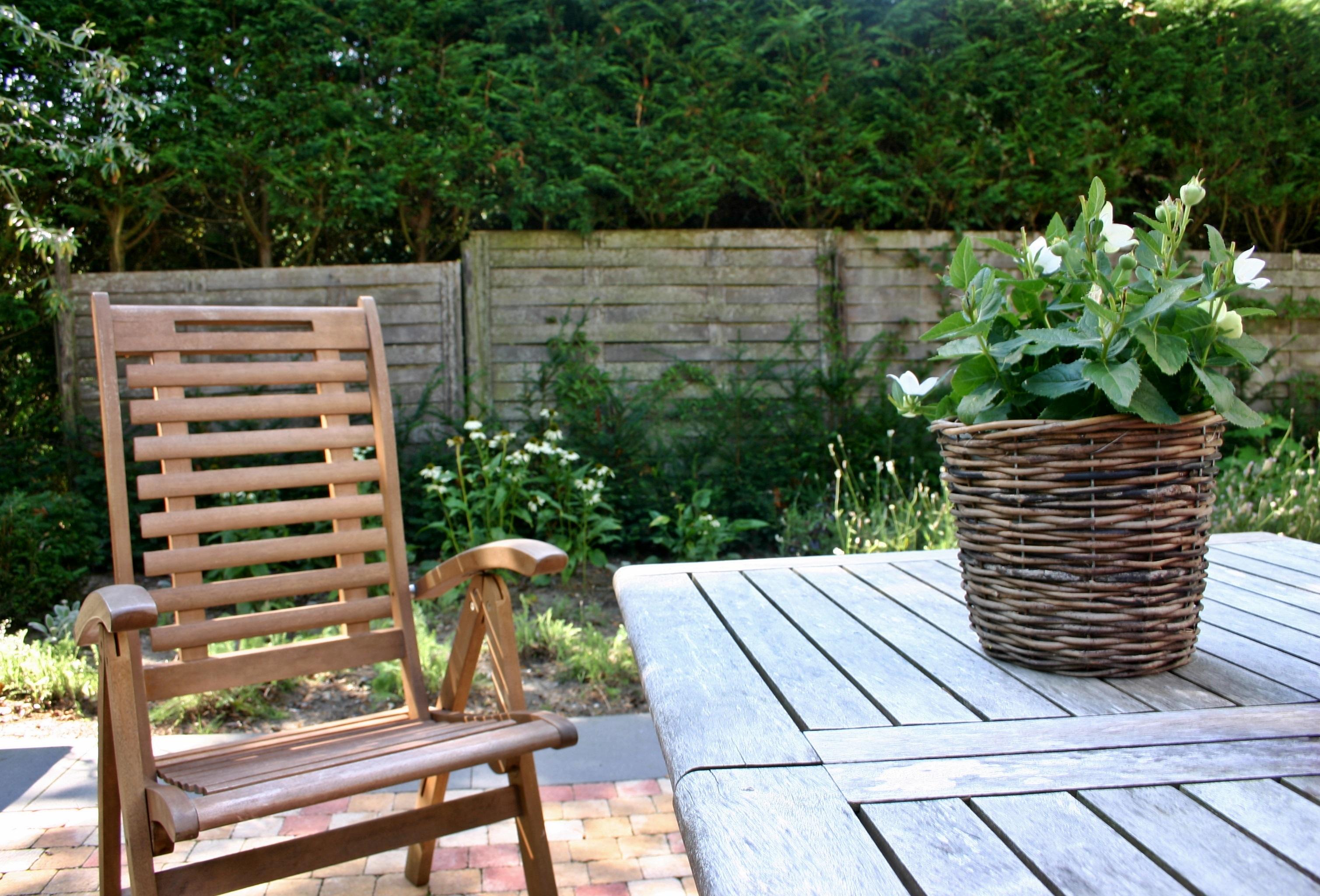 fotos gratis mesa cubierta madera csped flor silla asiento porche decoracin cabaa patio interior descanso mueble relajacin fuera yarda