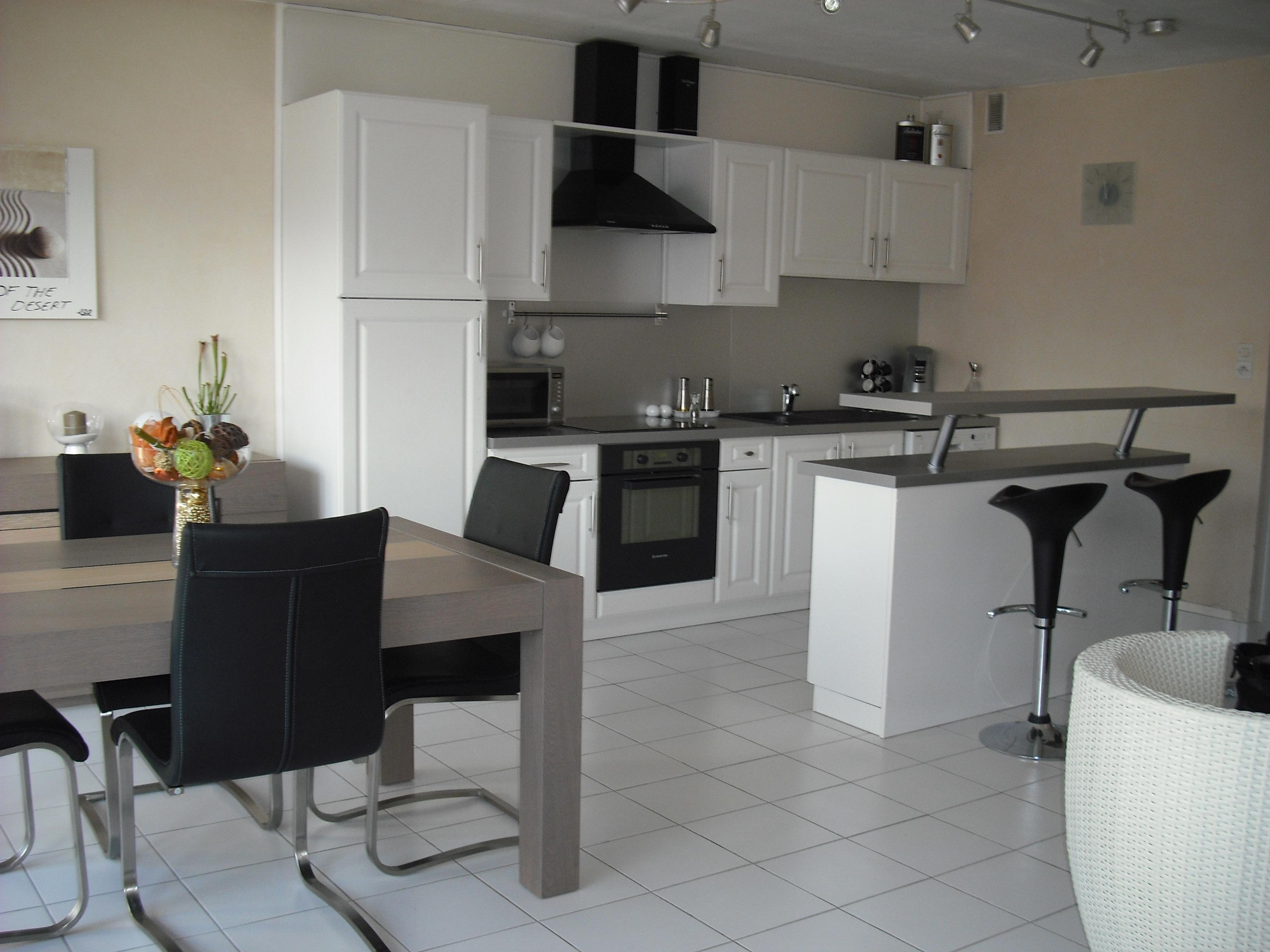 Fotos gratis : mesa, piso, casa, cabaña, desván, cocina, propiedad ...