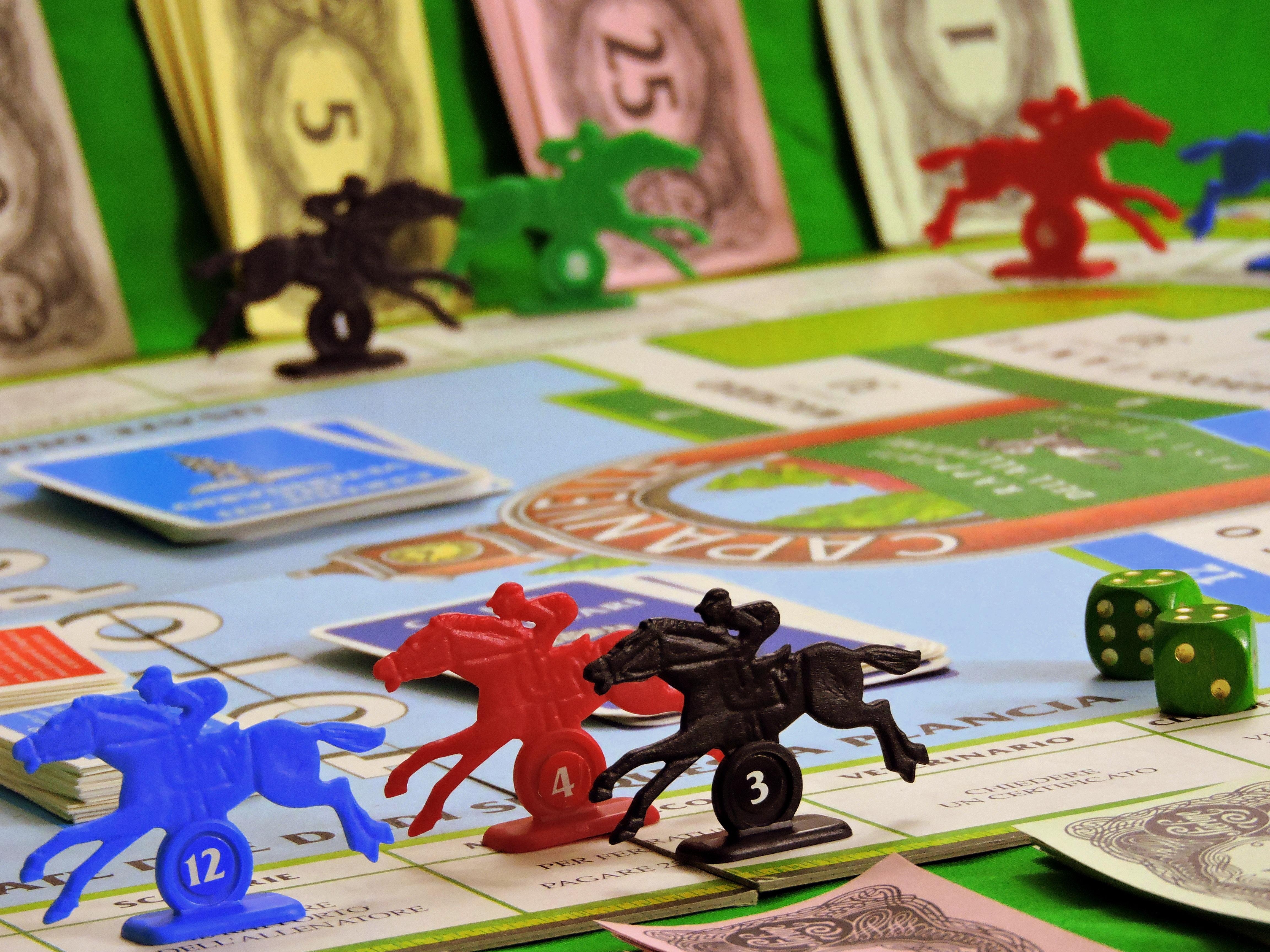 Fotos gratis  jugar correr caballo dinero juguete juego de