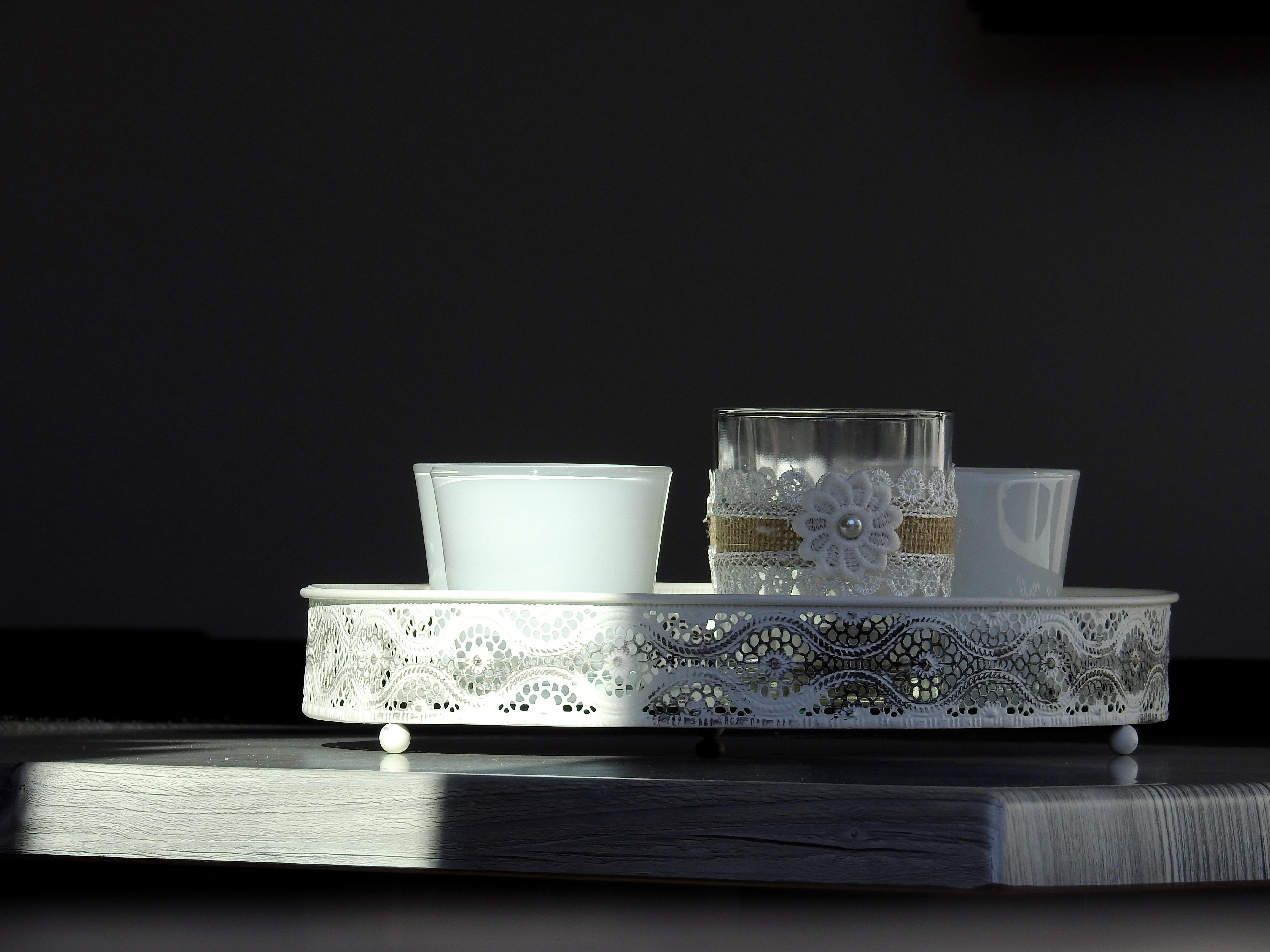 Bildet : bord, glass, dekorasjon, hylle, møbler, stearinlys ...