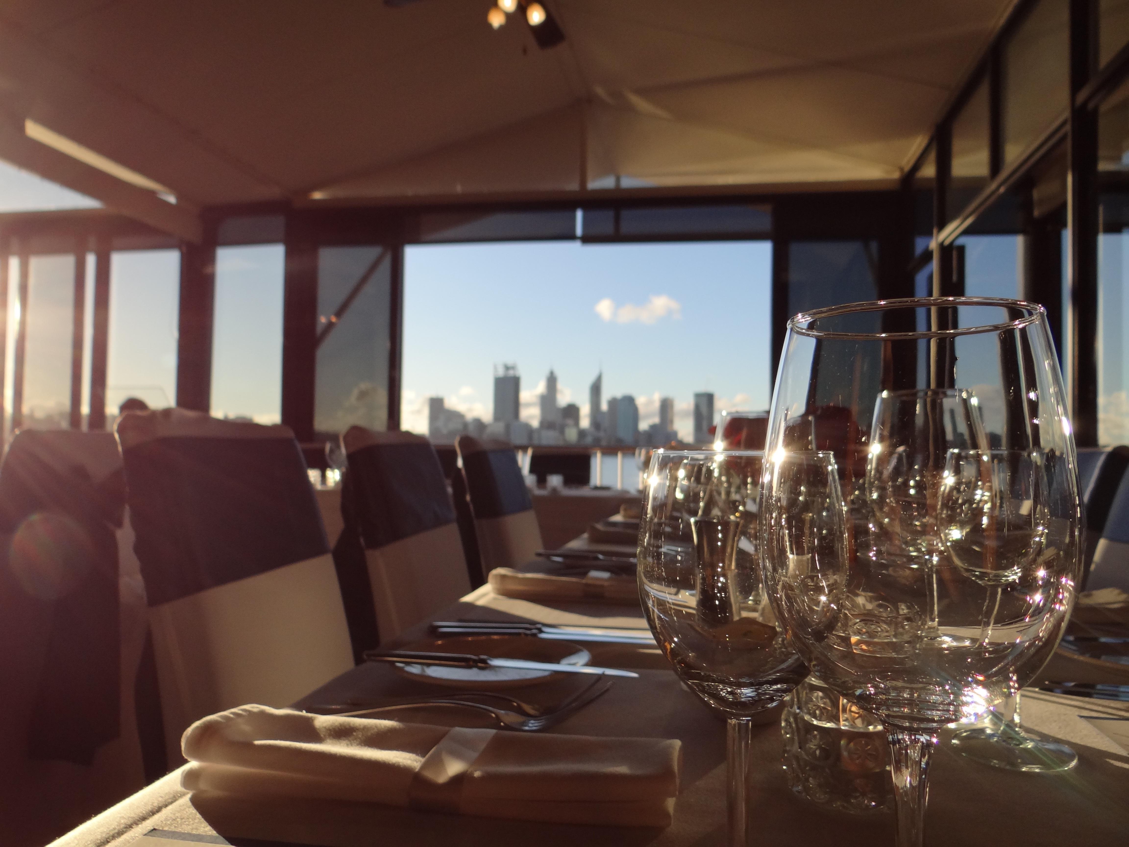 Images gratuites verre restaurant repas v hicule for Table design yacht