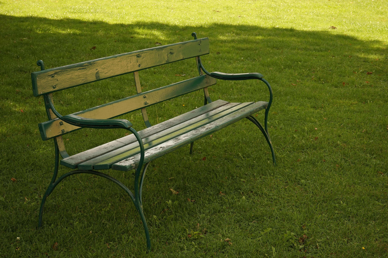 Fotos gratis : mesa, césped, banco, silla, asiento, verde, jardín ...