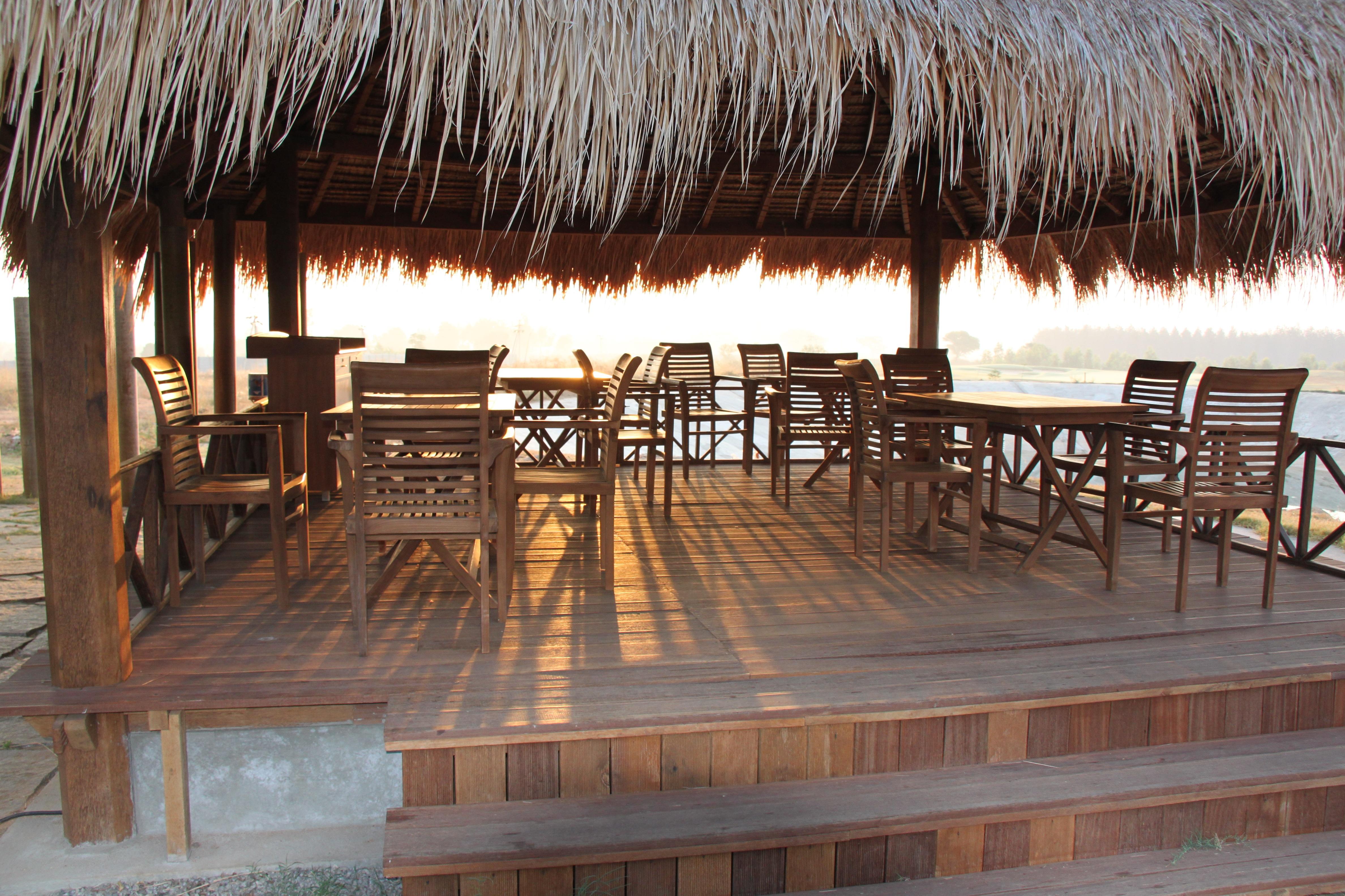 Fotos gratis : mesa, césped, al aire libre, arquitectura, madera ...