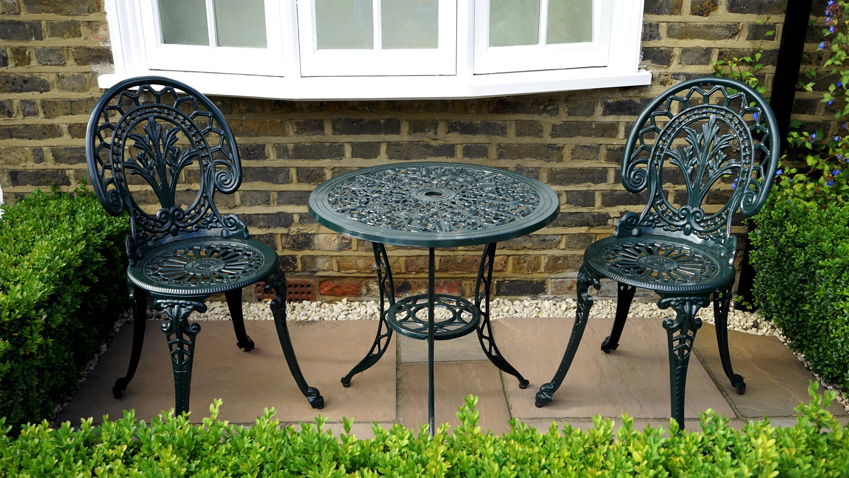 Fotos gratis : mesa, césped, al aire libre, cubierta, casa, silla ...