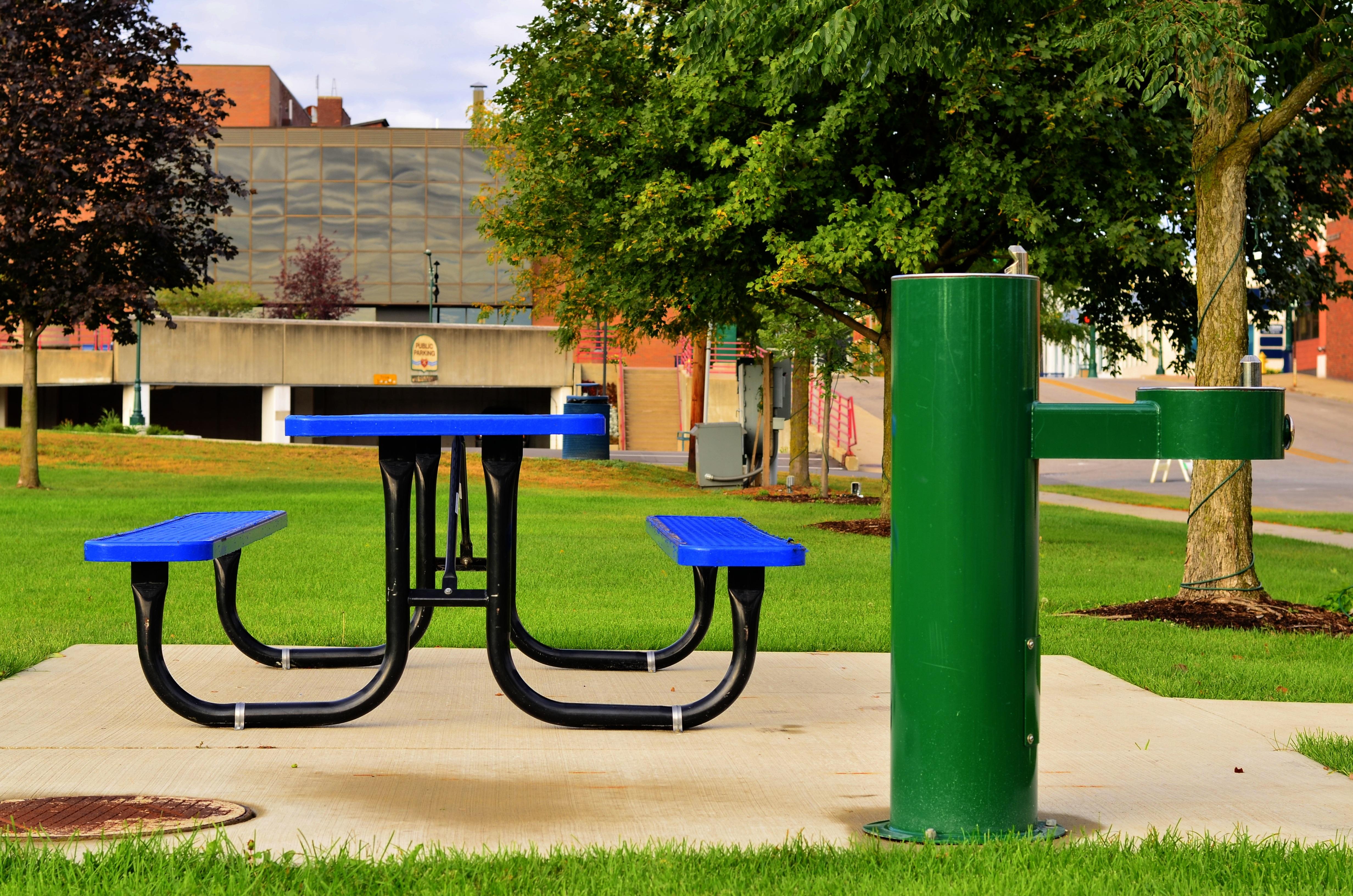Fotos gratis : mesa, césped, al aire libre, jugar, ciudad, verde ...