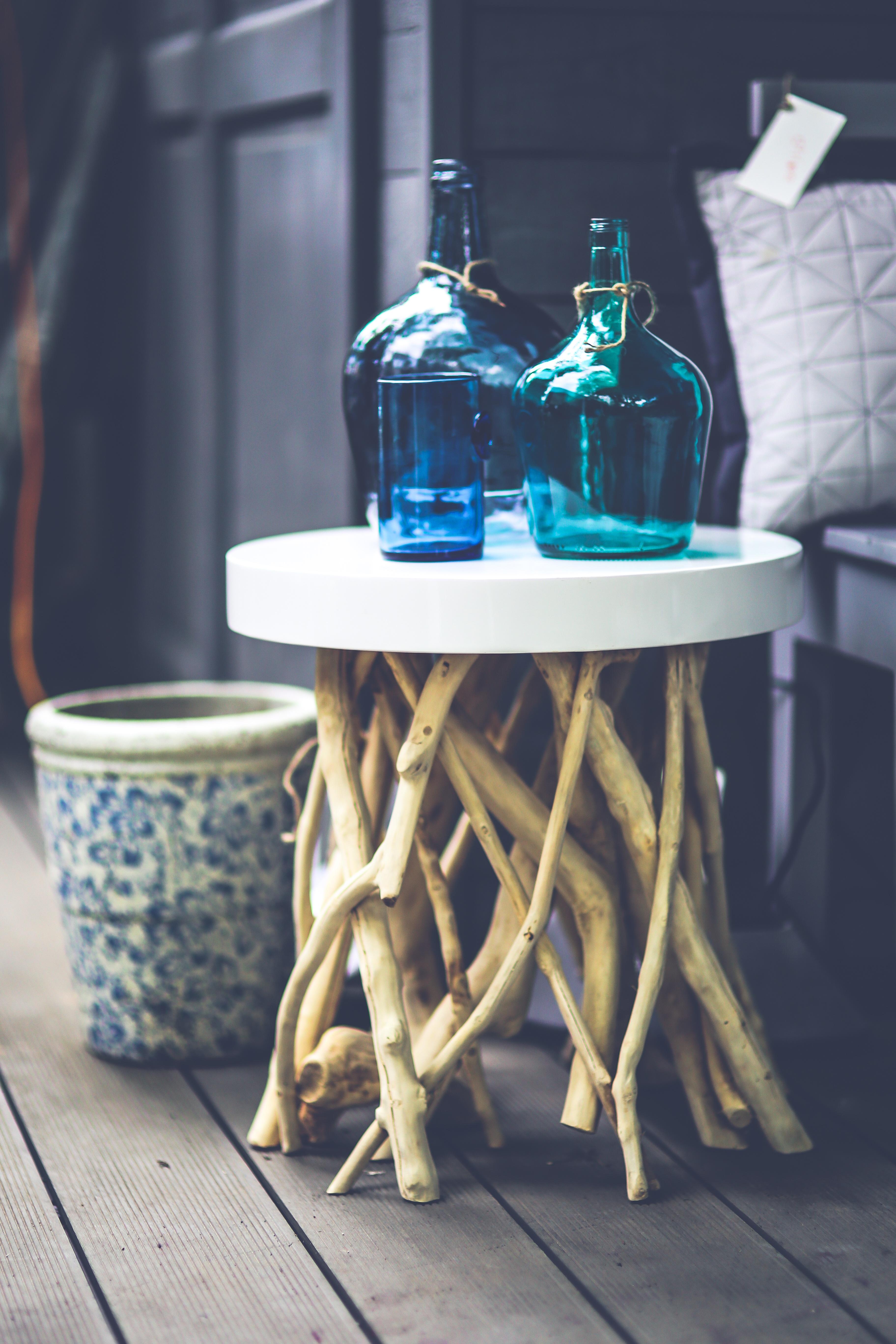 Kostenlose foto : Tabelle, Innere, Glas, Dekoration, Flasche, blau ...