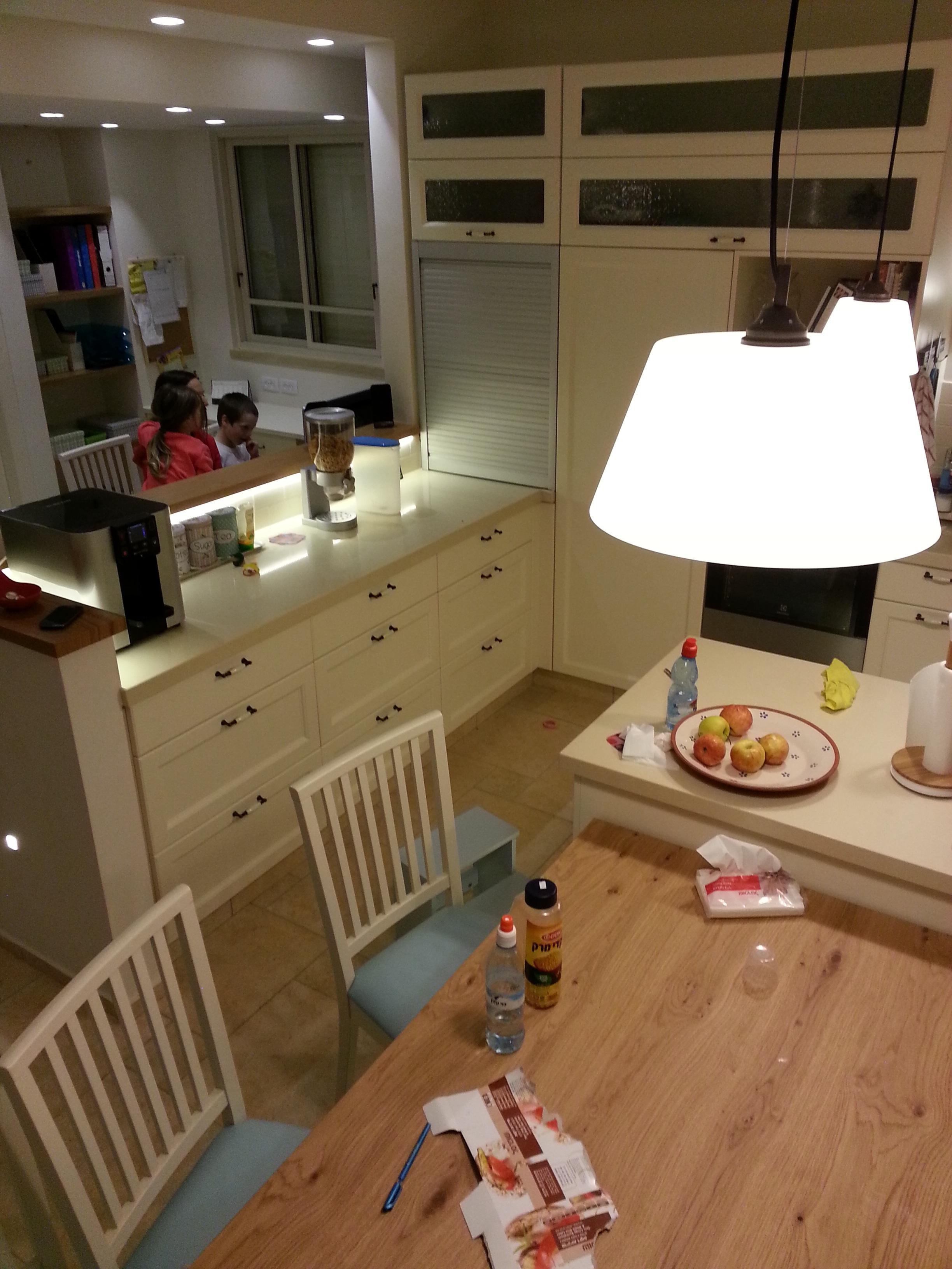 Fotos gratis : mesa, ligero, arquitectura, piso, interior, casa ...