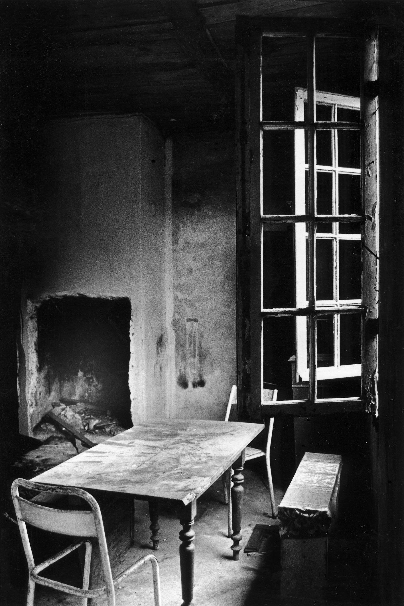 Fotos gratis mesa ligero en blanco y negro madera for Disenos de interiores en blanco y negro