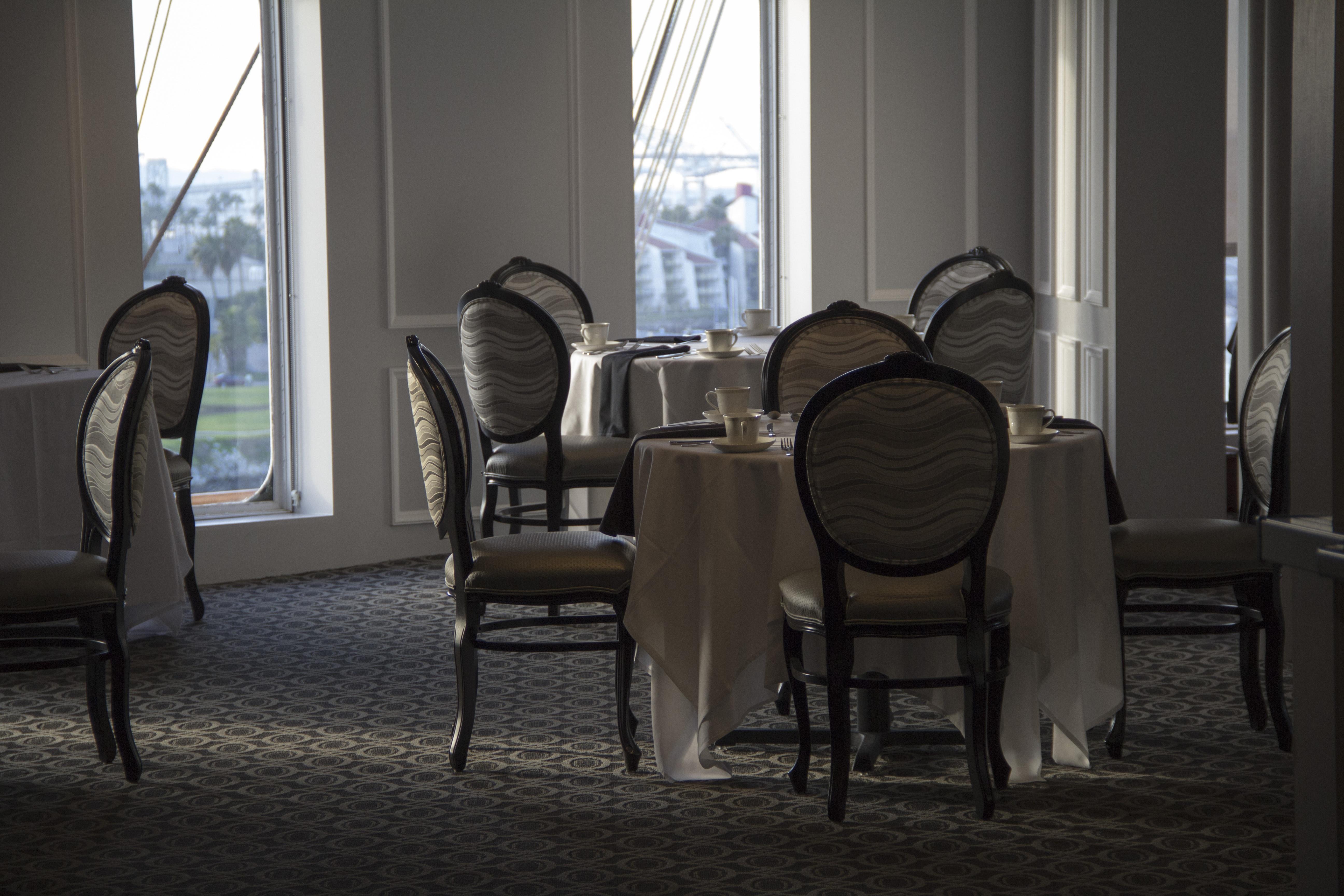 Kostenlose foto : Tabelle, Licht, Sessel, Stock, Innere, Fenster ...
