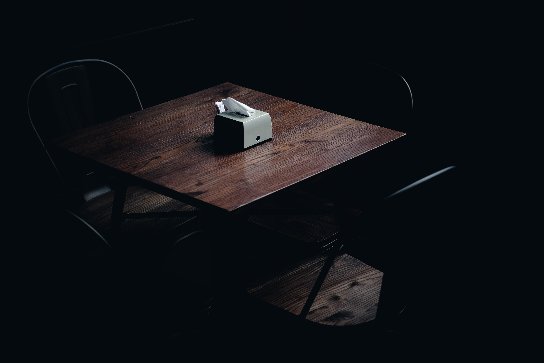 решение как фотографировать на темном столе отметить, что