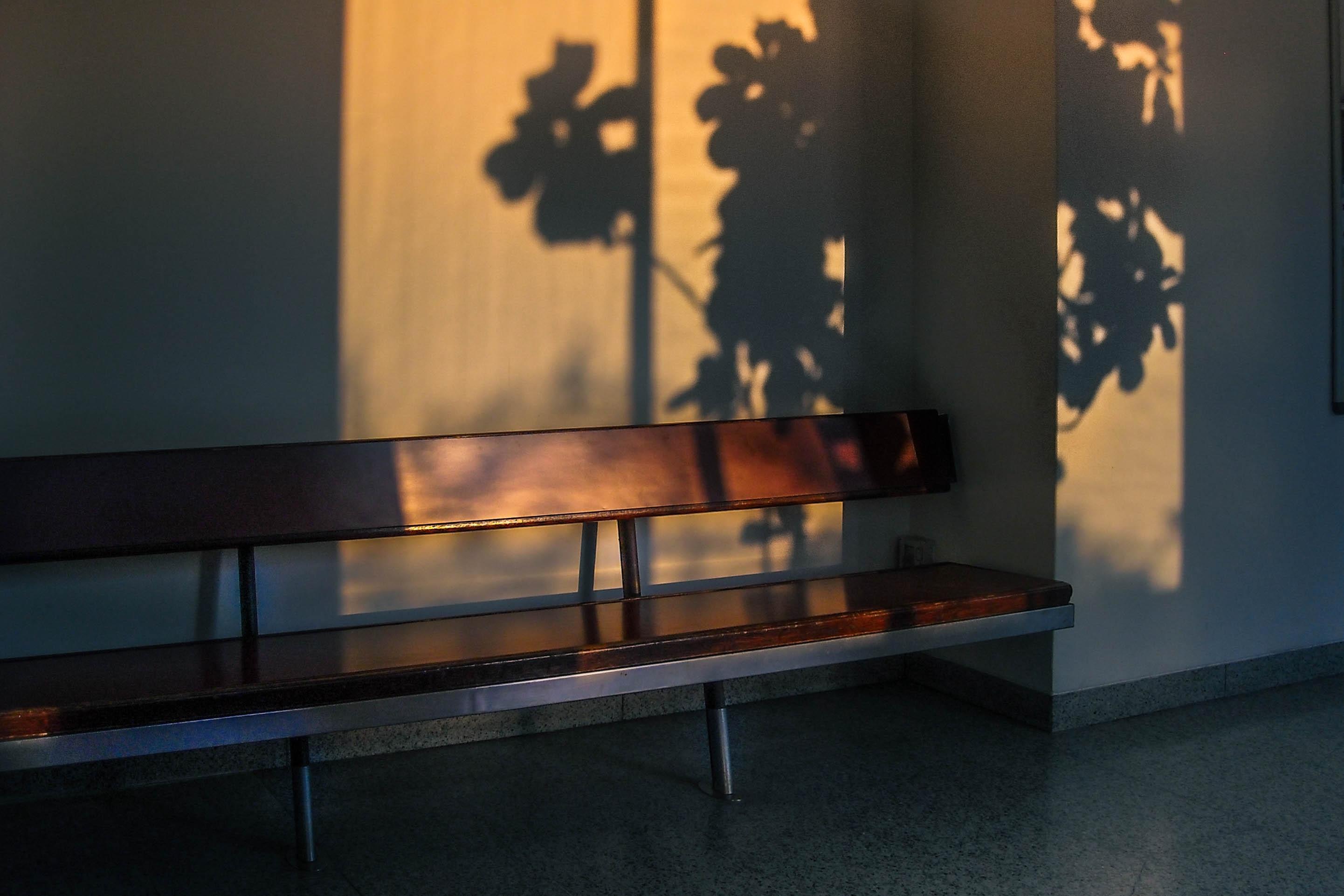 Henco Furniture Interior Design Pt ~ Banco de imagens mesa luz madeira retro