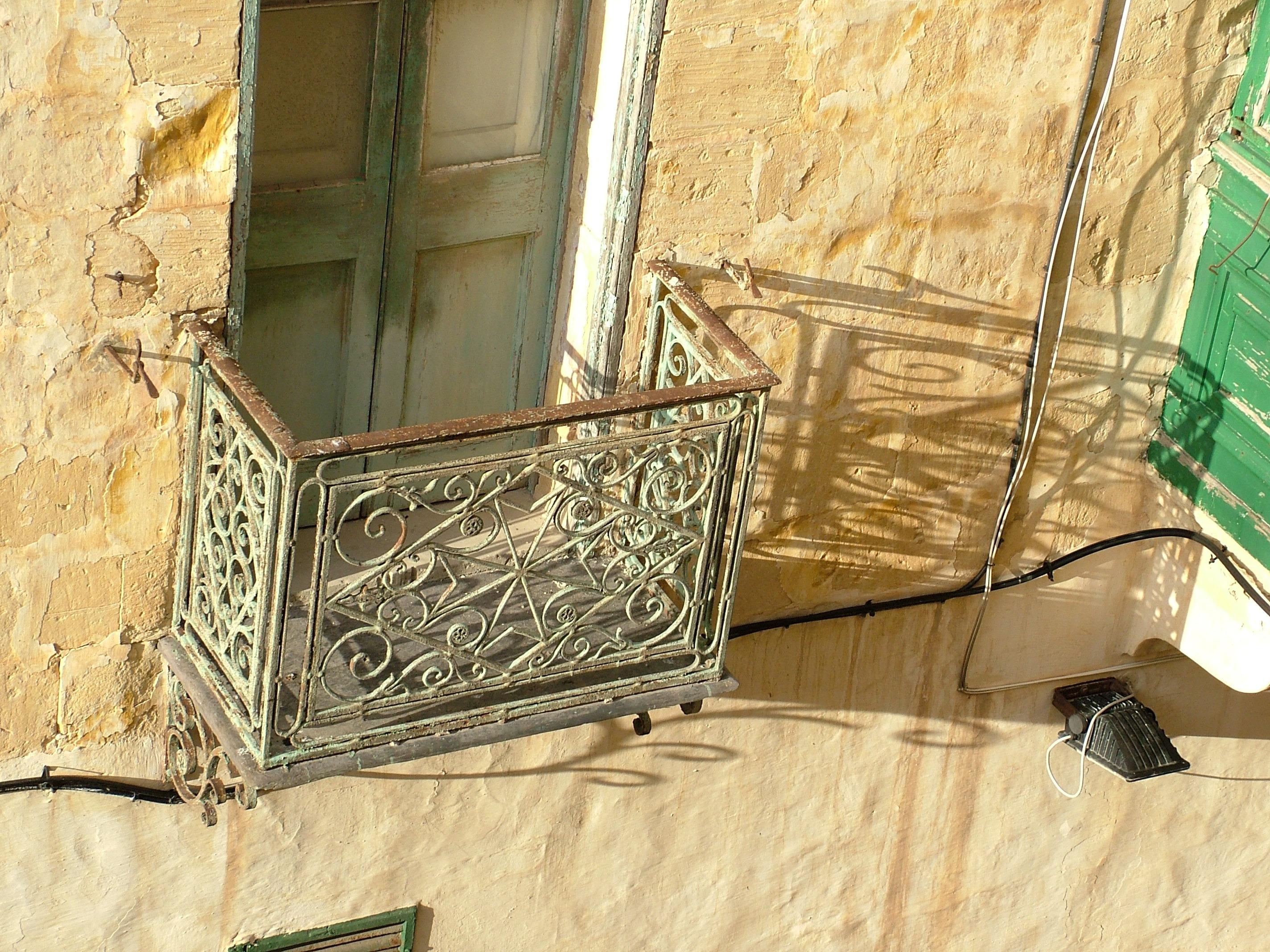 mesa ligero madera casa piso ventana antiguo pared balcn sombra mueble diseo de interiores marco piso