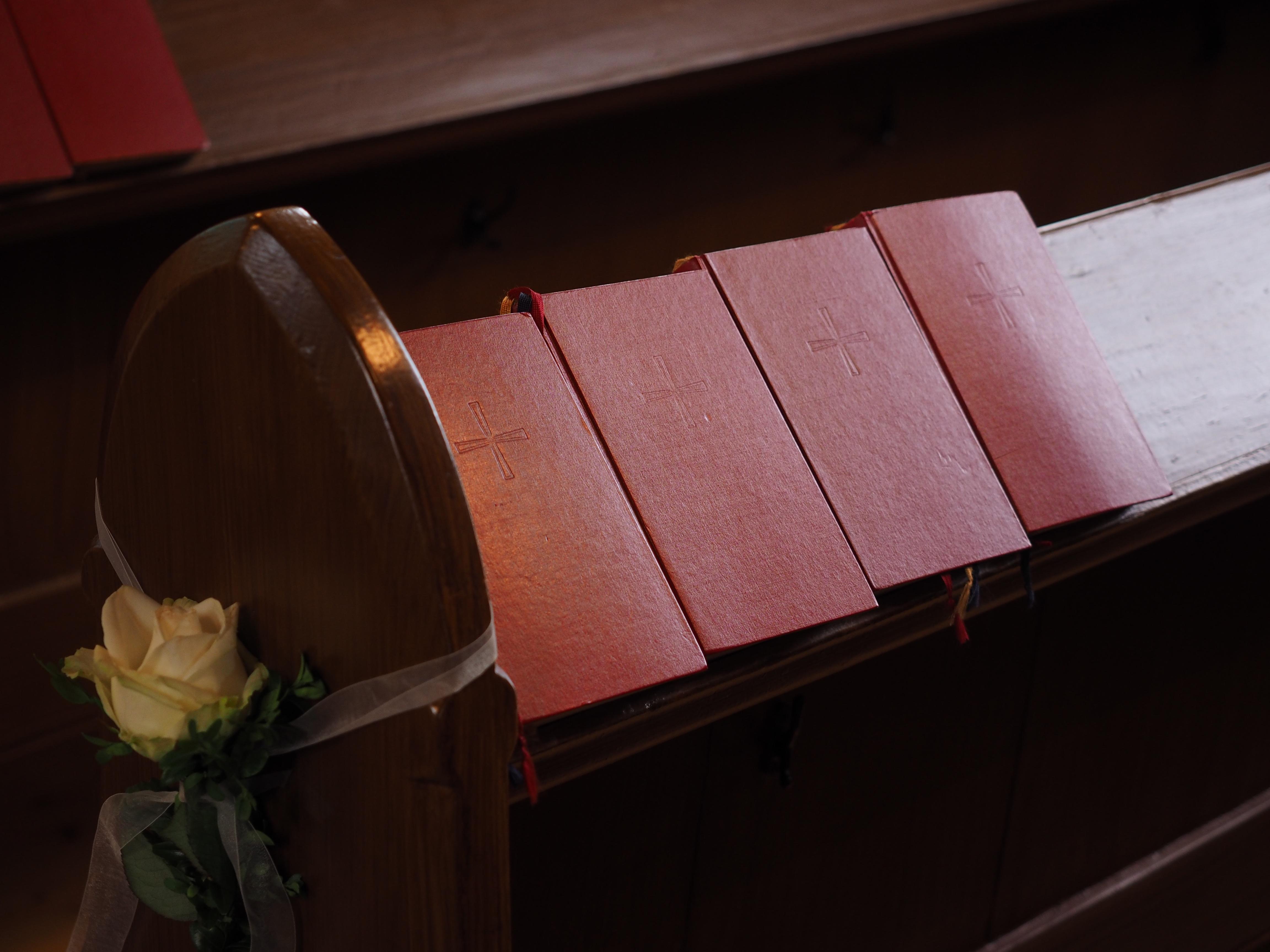 무료 이미지 : 표, 빛, 목재, 빨간, 색깔, 피아노, 교회에, 가구 ...