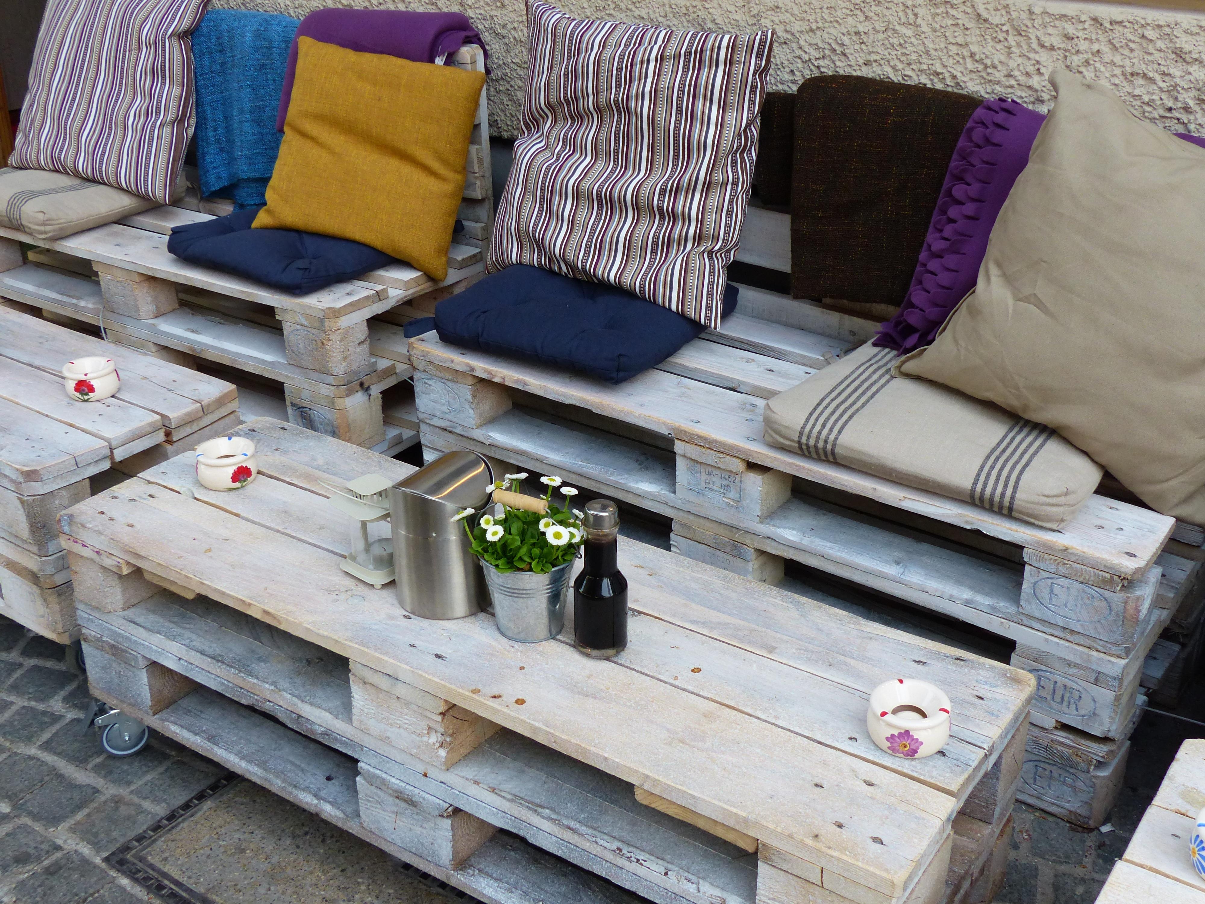 Gambar Meja Outdoor Kreatif Kafe Dek Kayu Kursi Kota