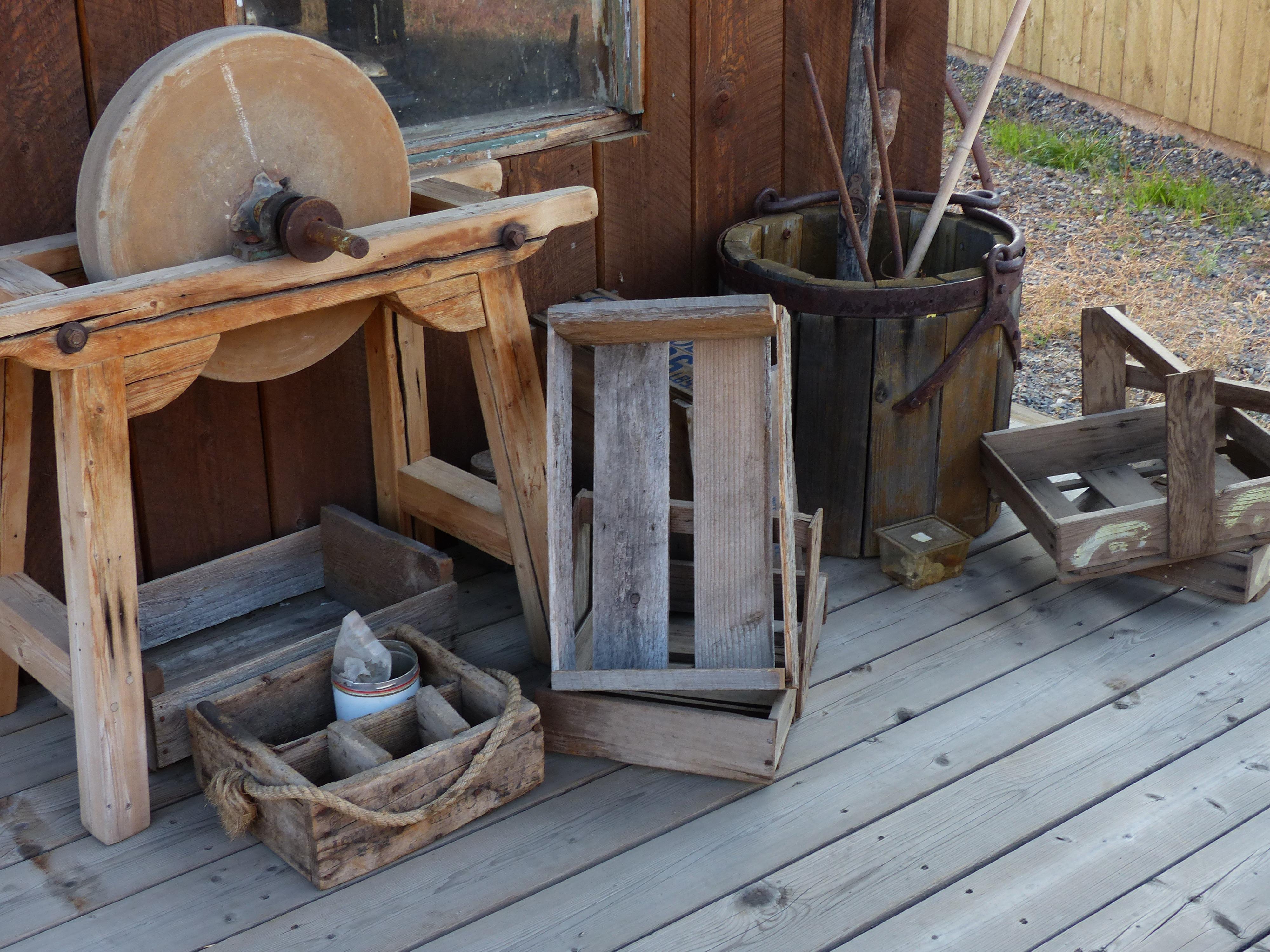 images gratuites table de plein air cru antique campagne cabanon rouille chalet mtal ancien meubles vieil immeuble btiments canada outils