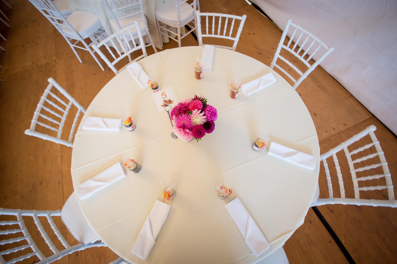 Kostenlose foto : Tabelle, Fotografie, Blume, Feier, Decke, Möbel ...