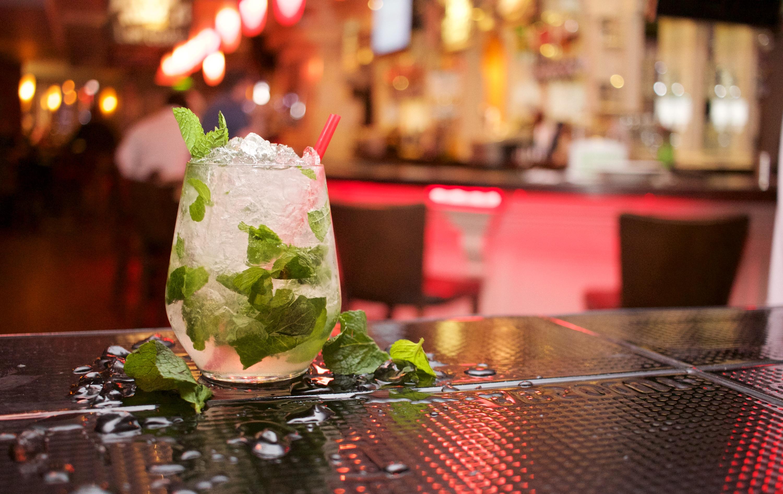 Fotos gratis : mesa, restaurante, bar, hielo, comida, bebida, beber ...