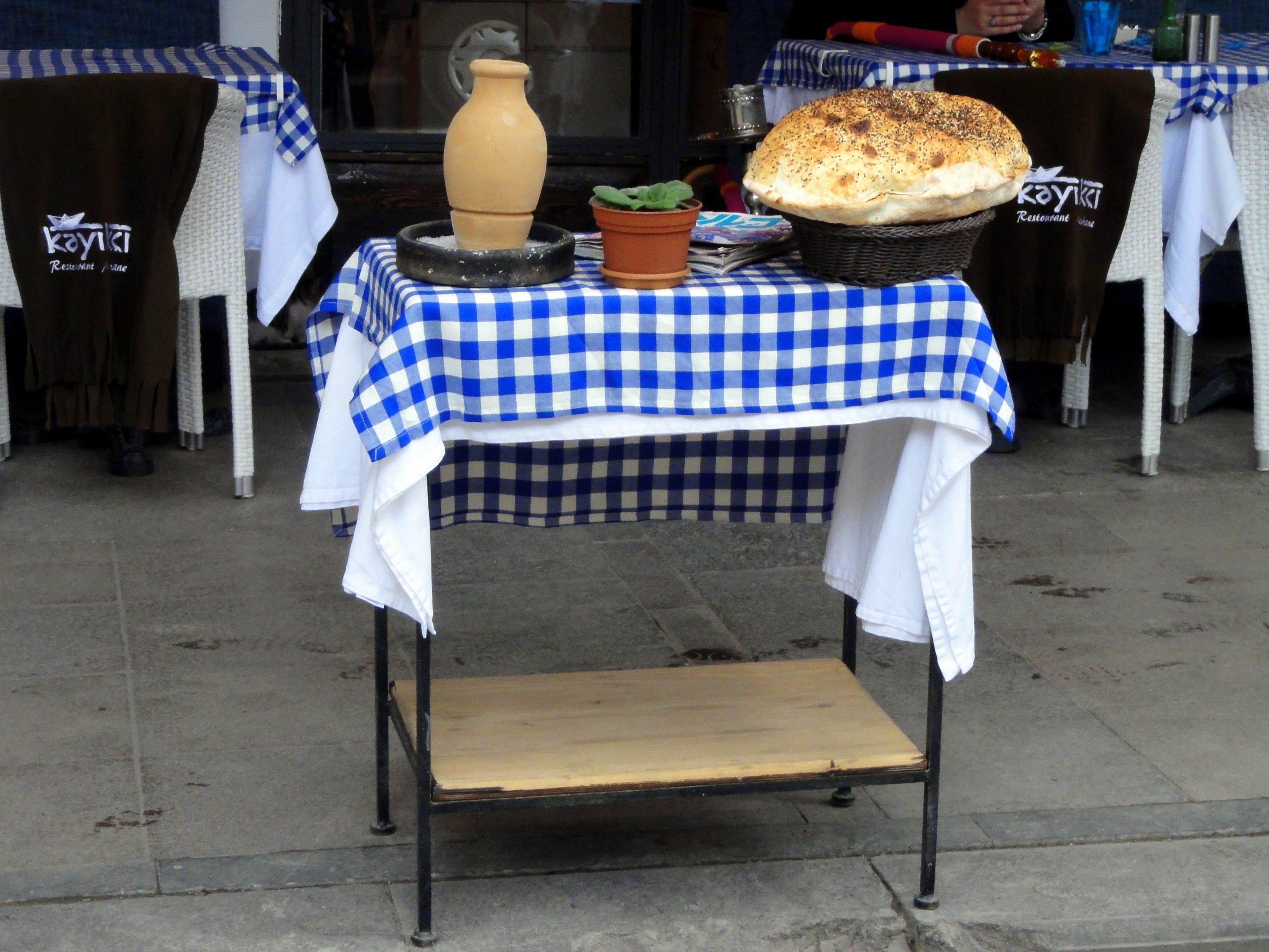Tabelle Restaurant Rustikal Mahlzeit Lebensmittel Möbel Speisen Abendessen  Sitzordnung Bei Tisch Gegenoberseite