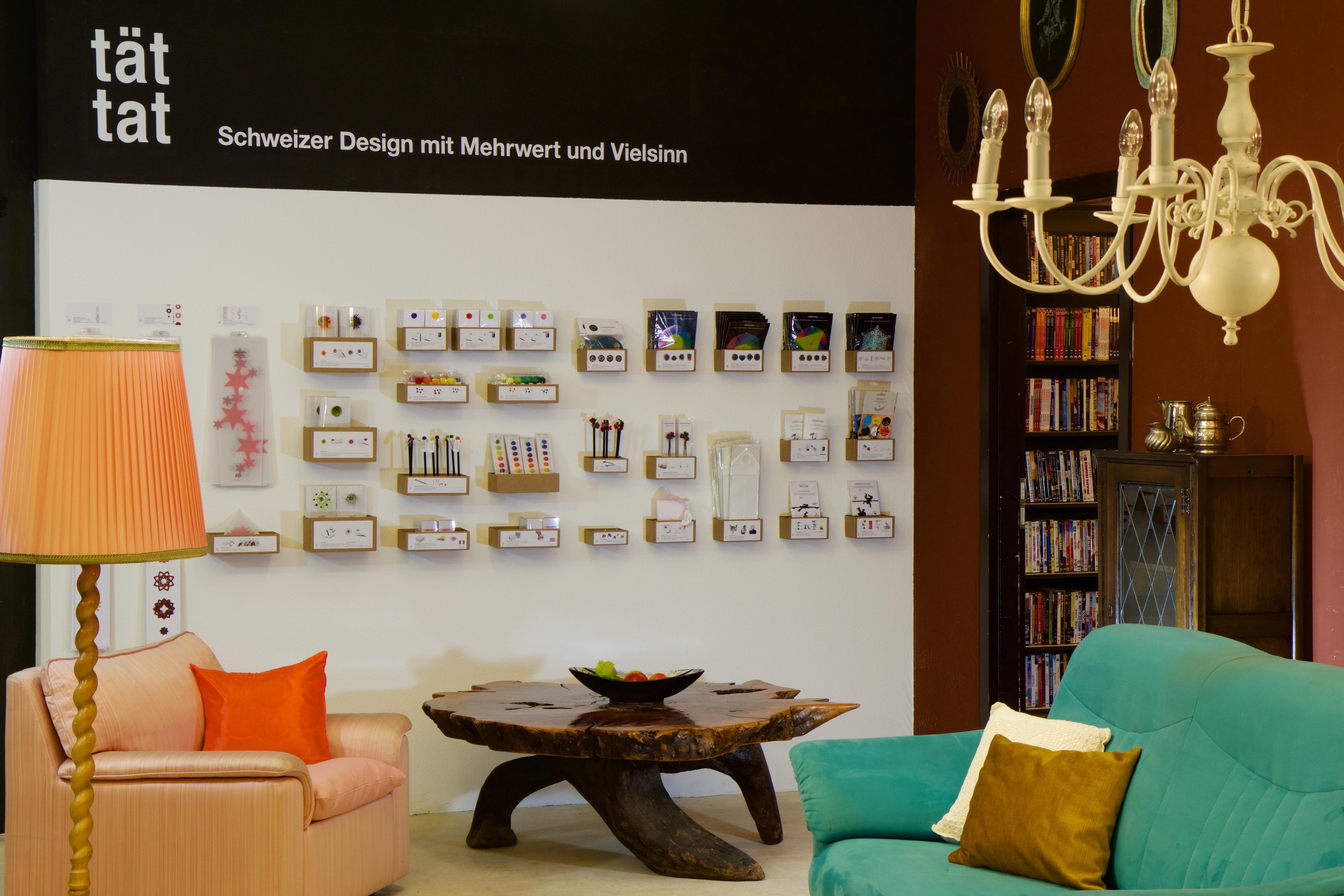 gambar : meja, warna, ruang keluarga, mebel, kamar, sofa, dipan