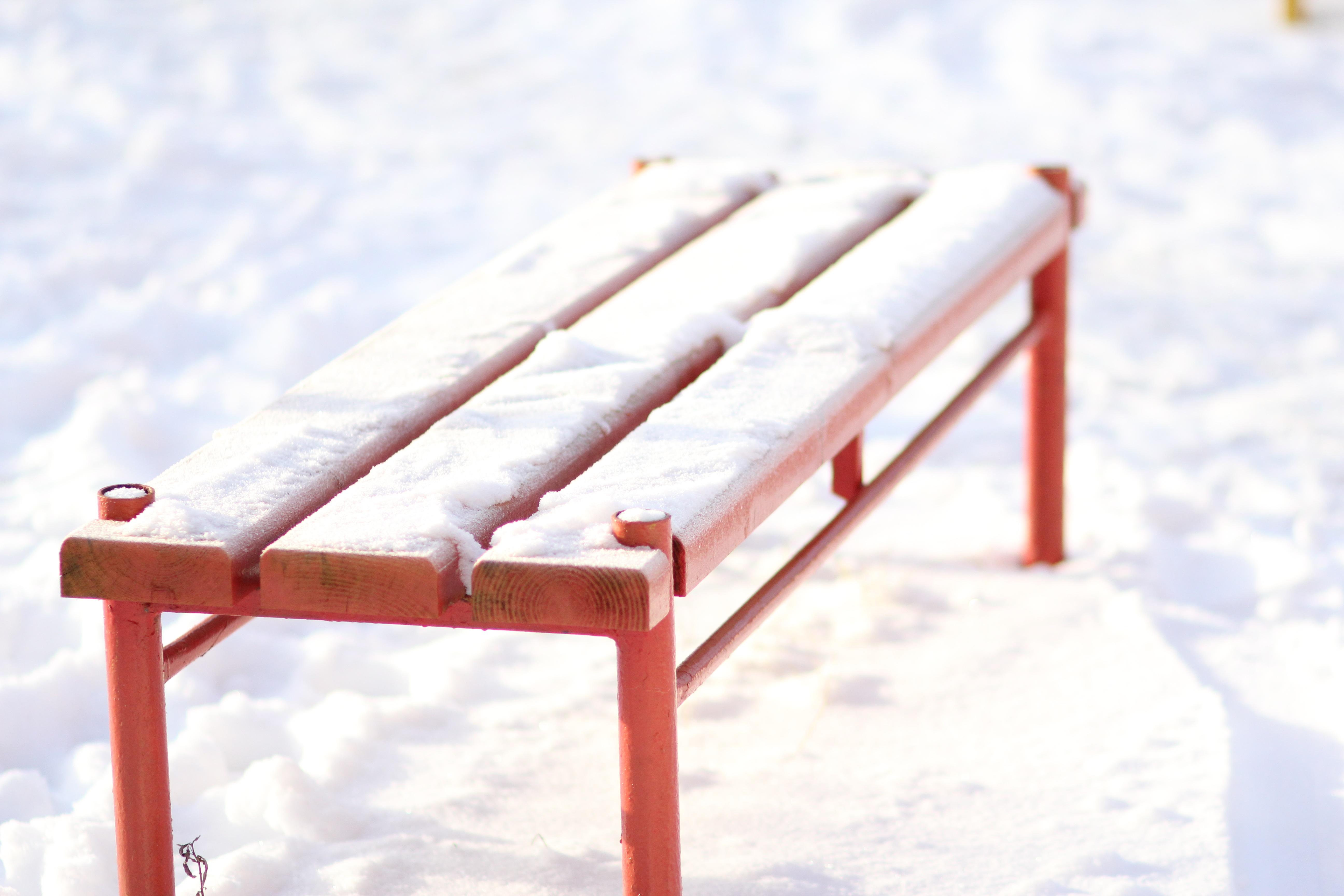 Fotos gratis : mesa, nieve, invierno, madera, banco, rojo, mueble ...