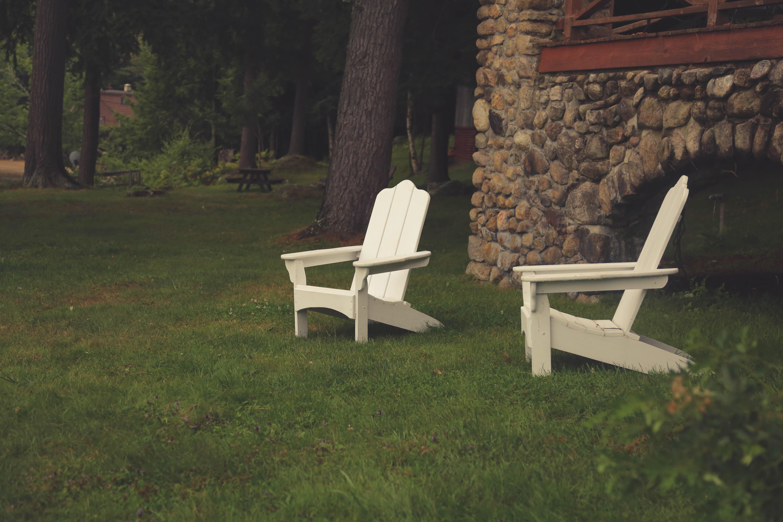 Fotos gratis : mesa, árbol, césped, al aire libre, madera, blanco ...