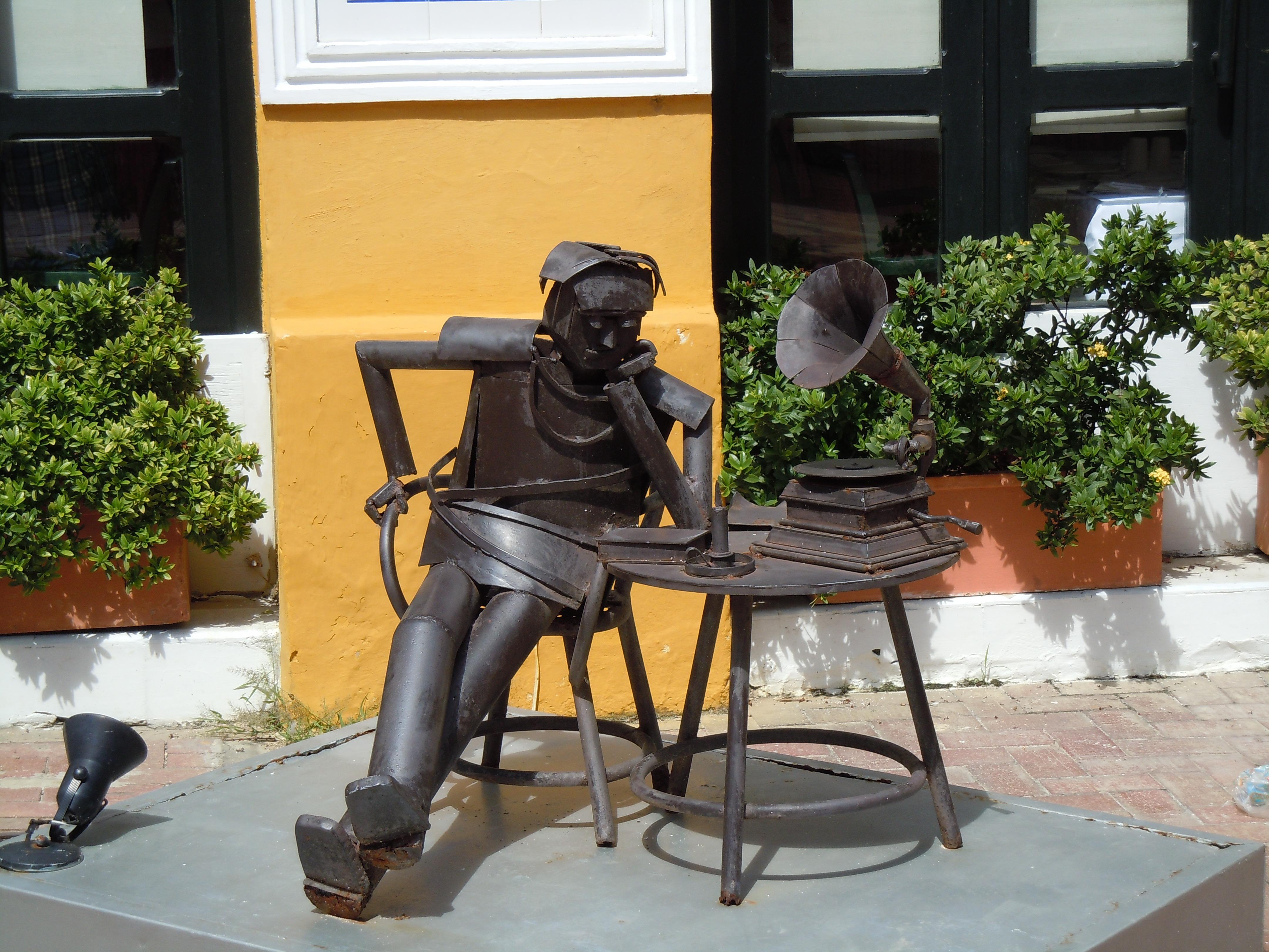 Fotos Gratis Mesa Rbol Planta Silla Monumento Estatua  # Muebles Hojalata