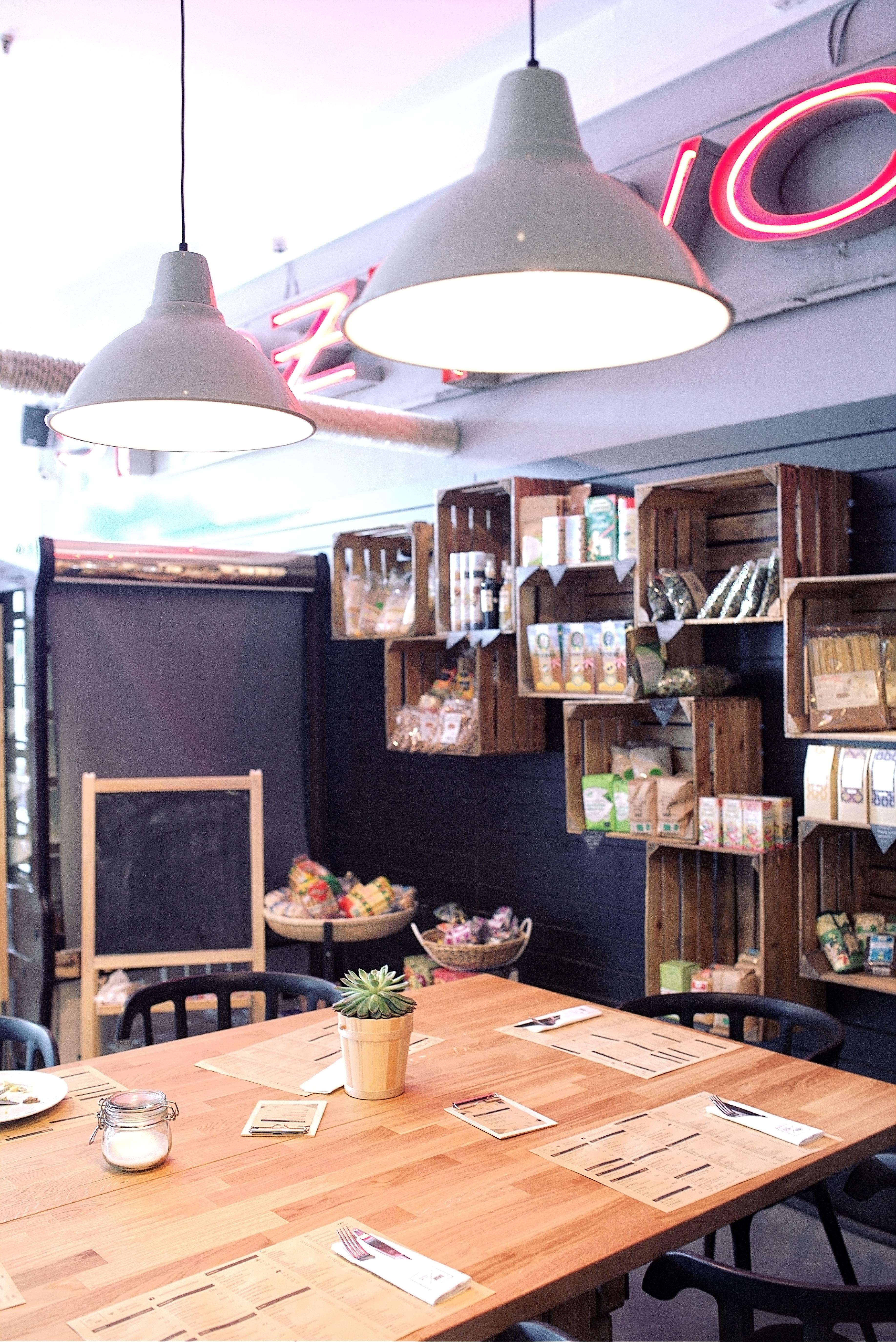 Fotos gratis mesa vendimia interior restaurante casa for Decoracion de interiores virtual gratis