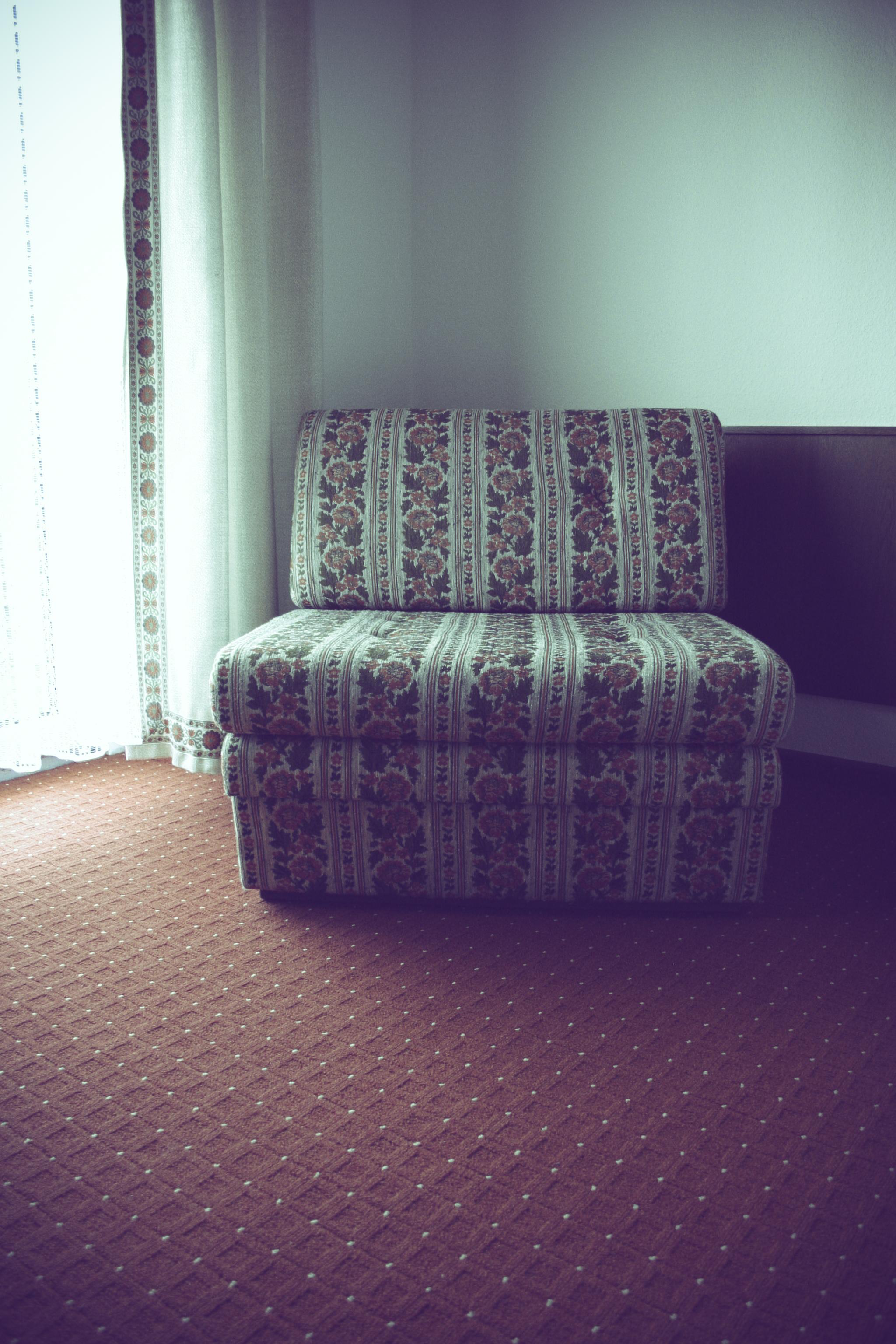 Images Gratuites : table, cru, Rétro, chaise, sol, floral ...