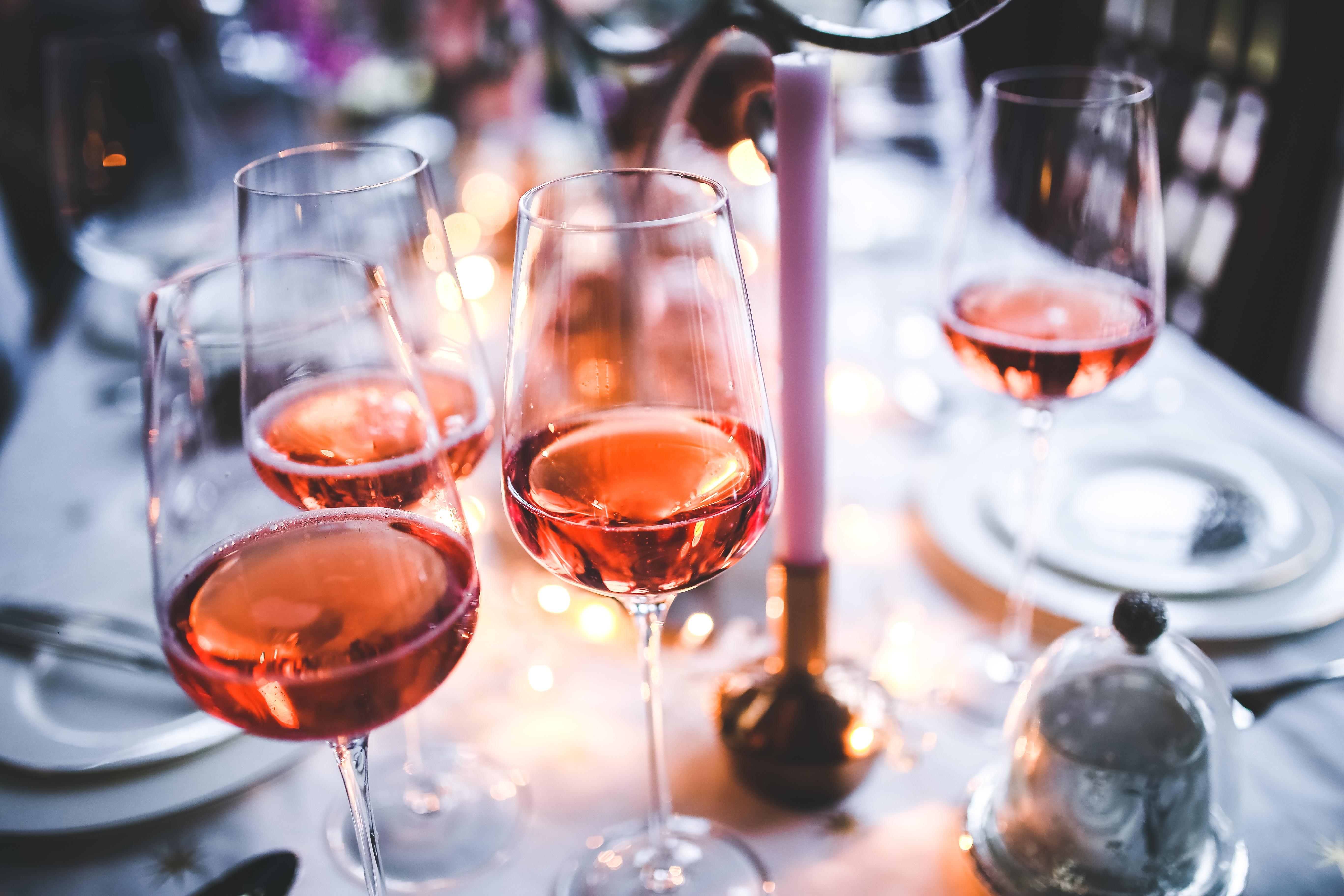 images gratuites table du vin restaurant soir rose repas rose de l 39 alcool verre de vin. Black Bedroom Furniture Sets. Home Design Ideas