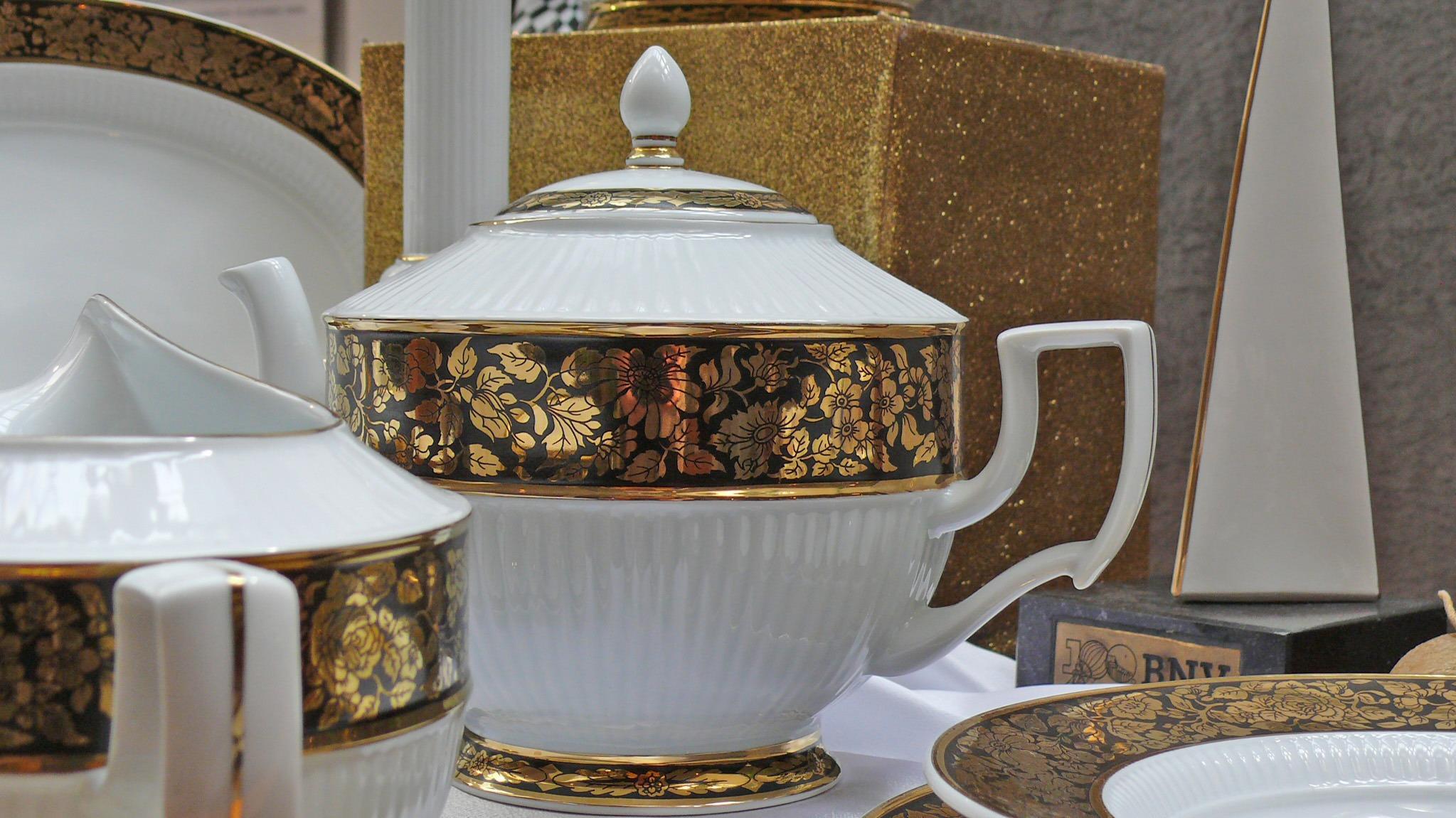 b5f0b95e Bildet : bord, tre, antikk, keramisk, belysning, porselen, servise,  gullbelagte, holl h za 2047x1151