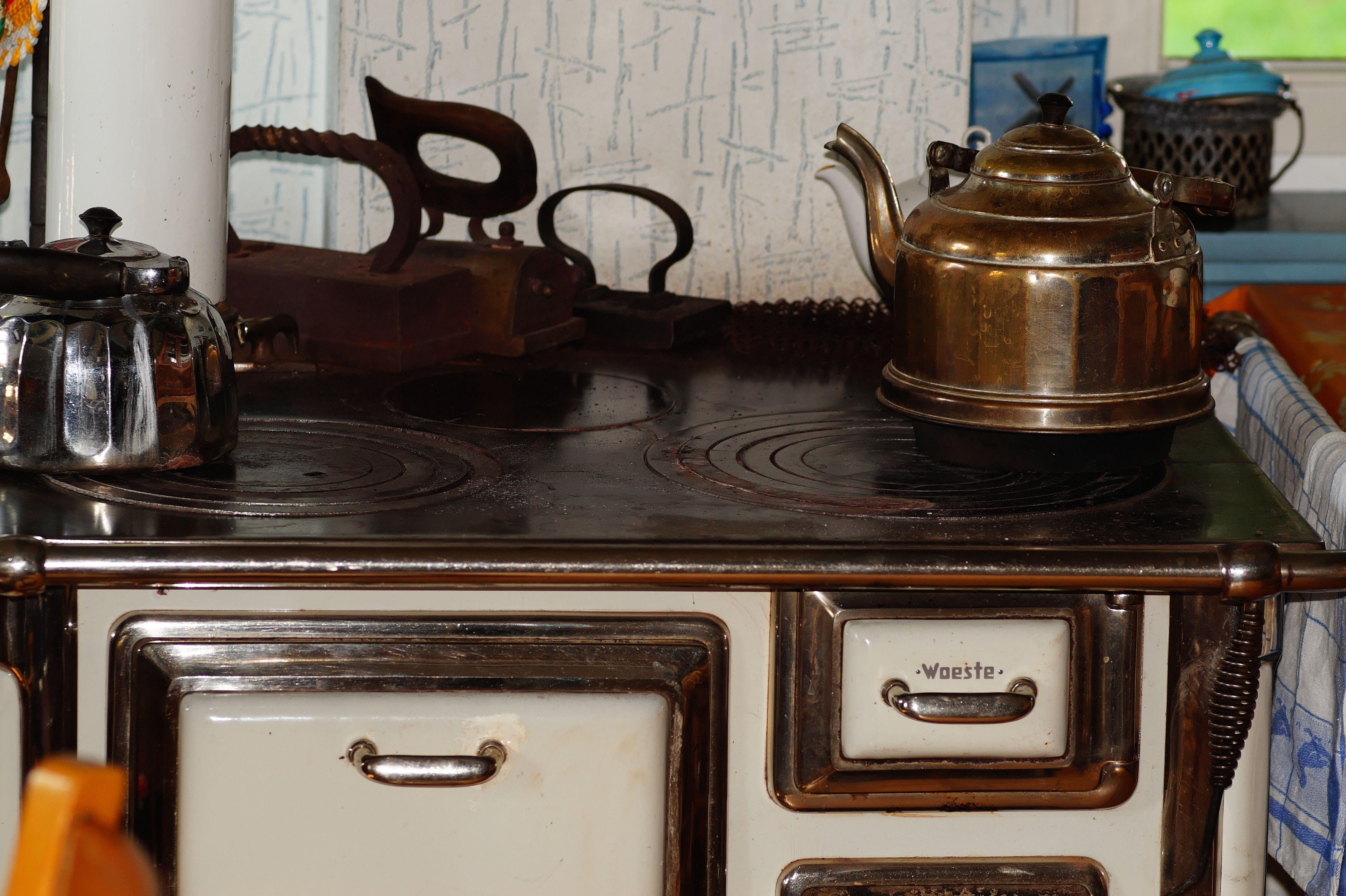 Kostenlose foto : Tabelle, Holz, Antiquität, alt, Küche, Kamin ...