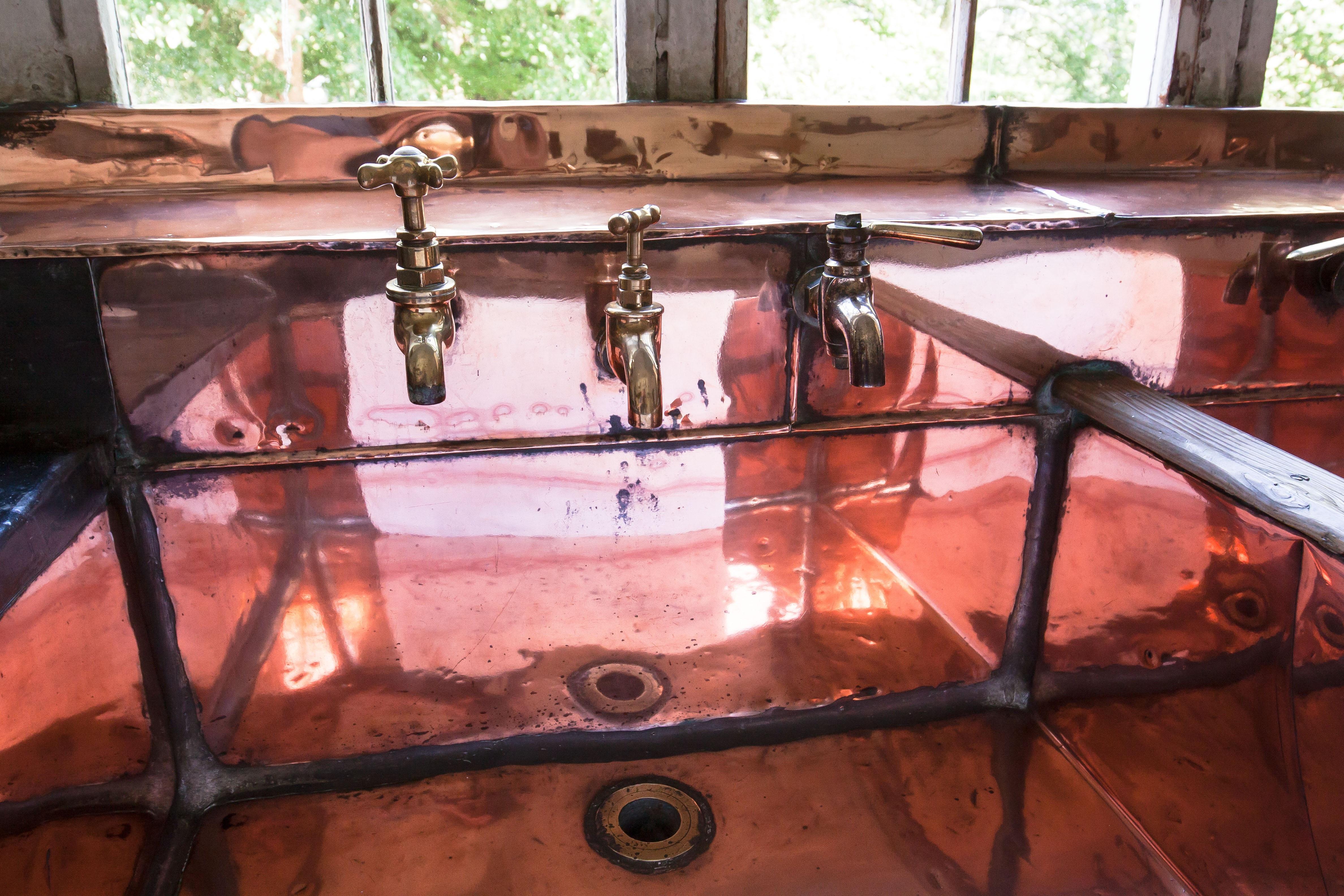 Immagini Belle : tavolo, legna, antico, finestra, bicchiere, vecchio ...