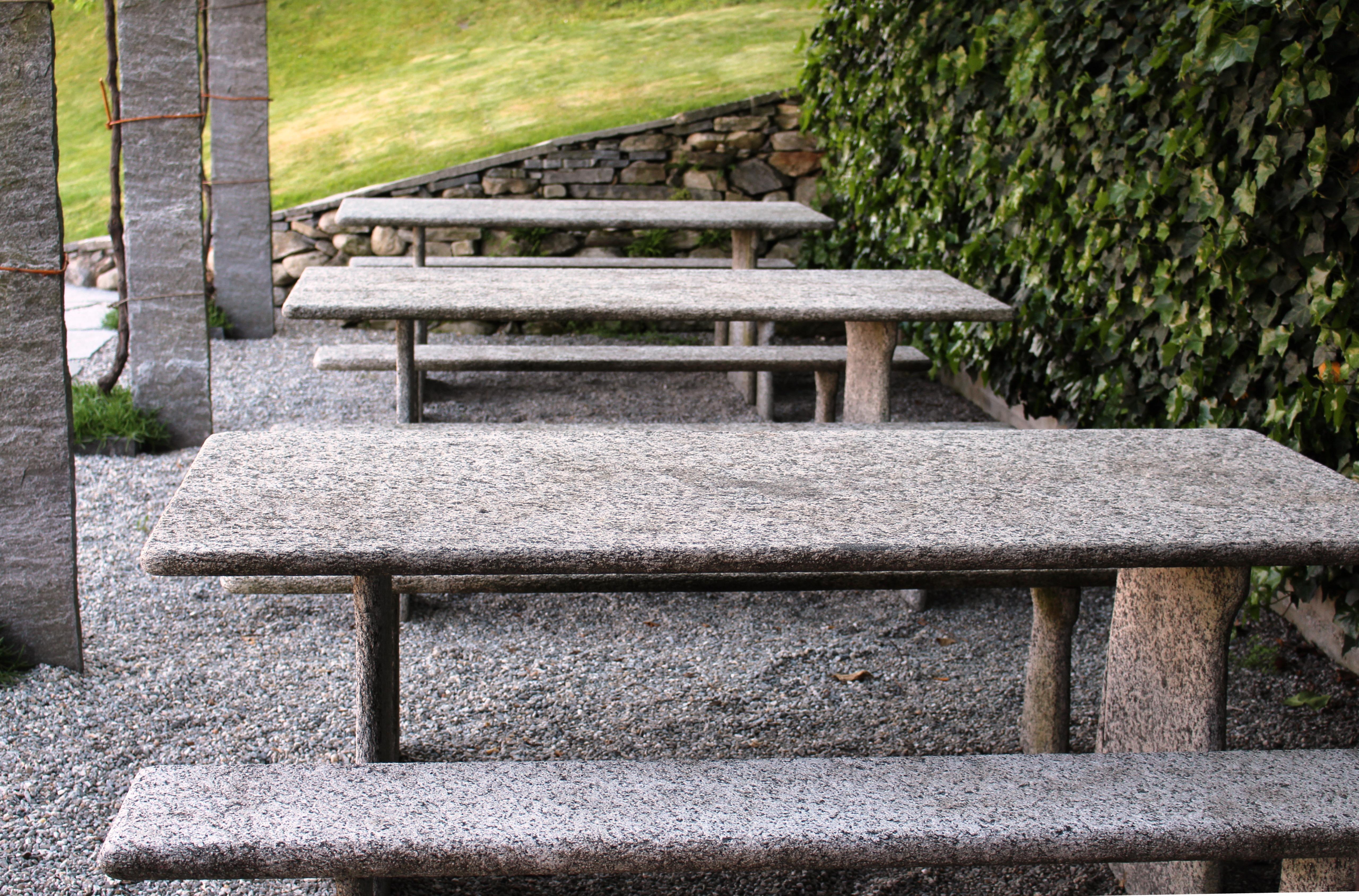 Fotos gratis mesa madera banco silla restaurante piedra caba a patio interior mueble - Mesas de piedra ...