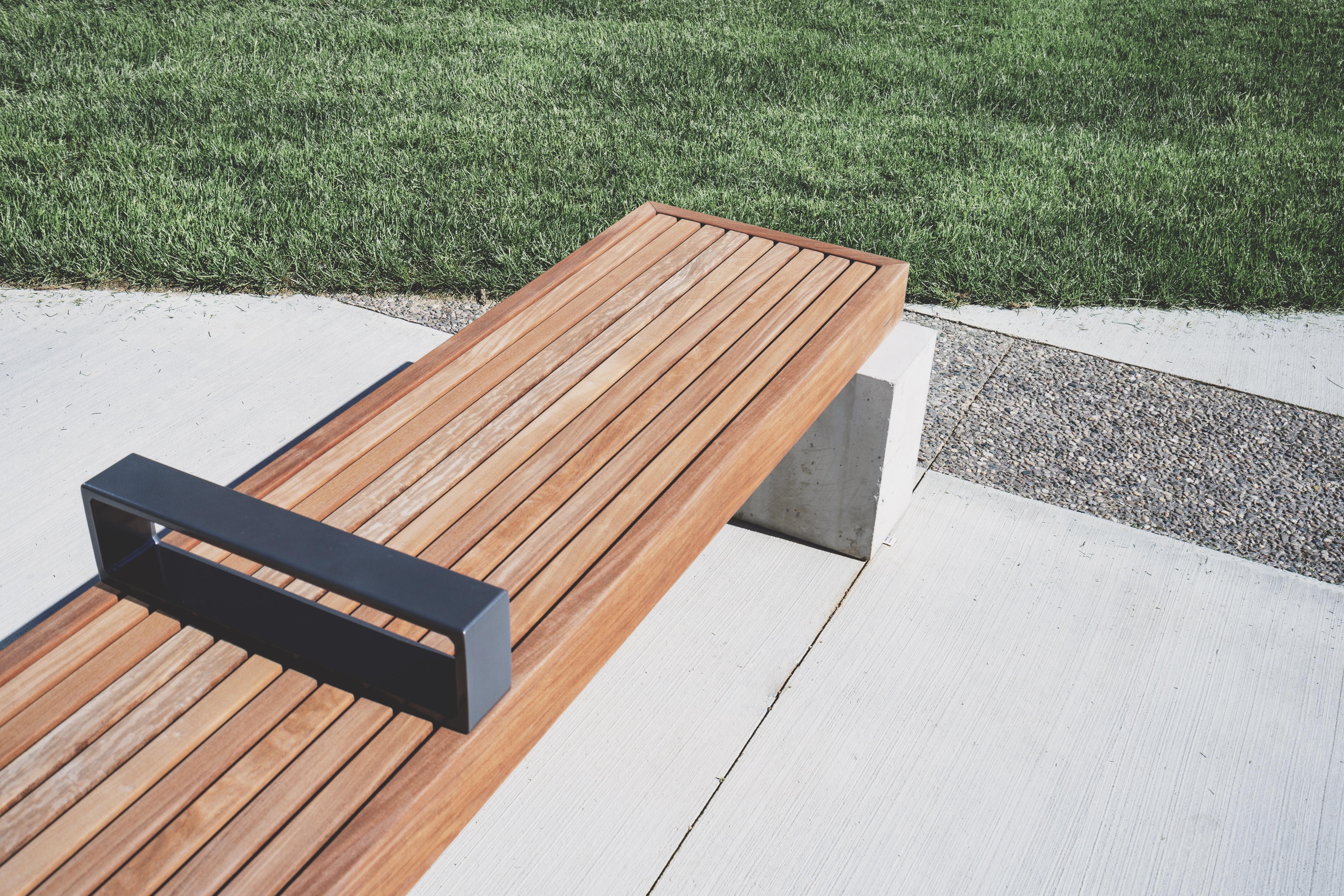 Fotos gratis : mesa, banco, piso, asiento, línea, maderas, hormigón ...