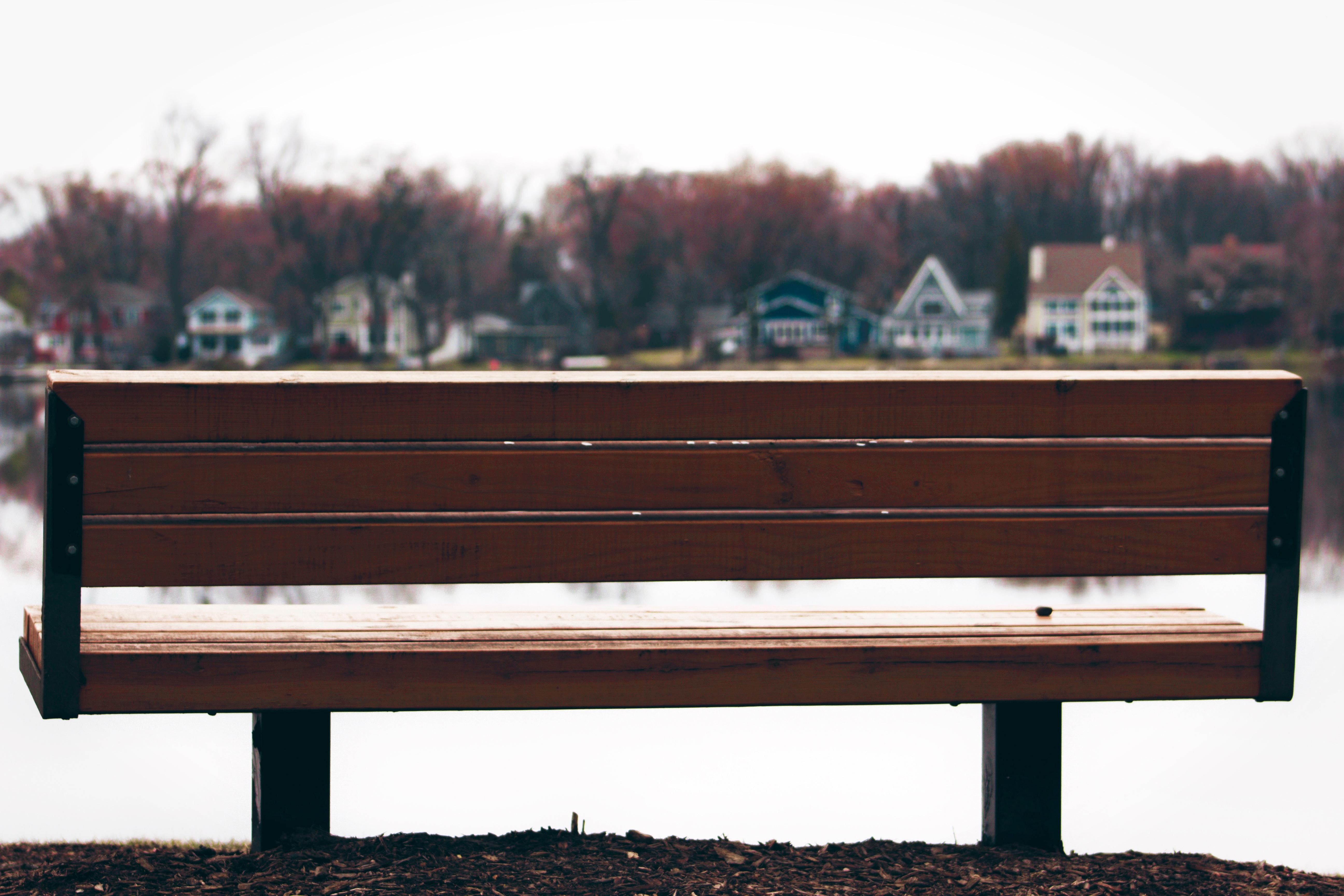 Fotos gratis : mesa, madera, banco, mueble, sofá, Objeto hecho por ...