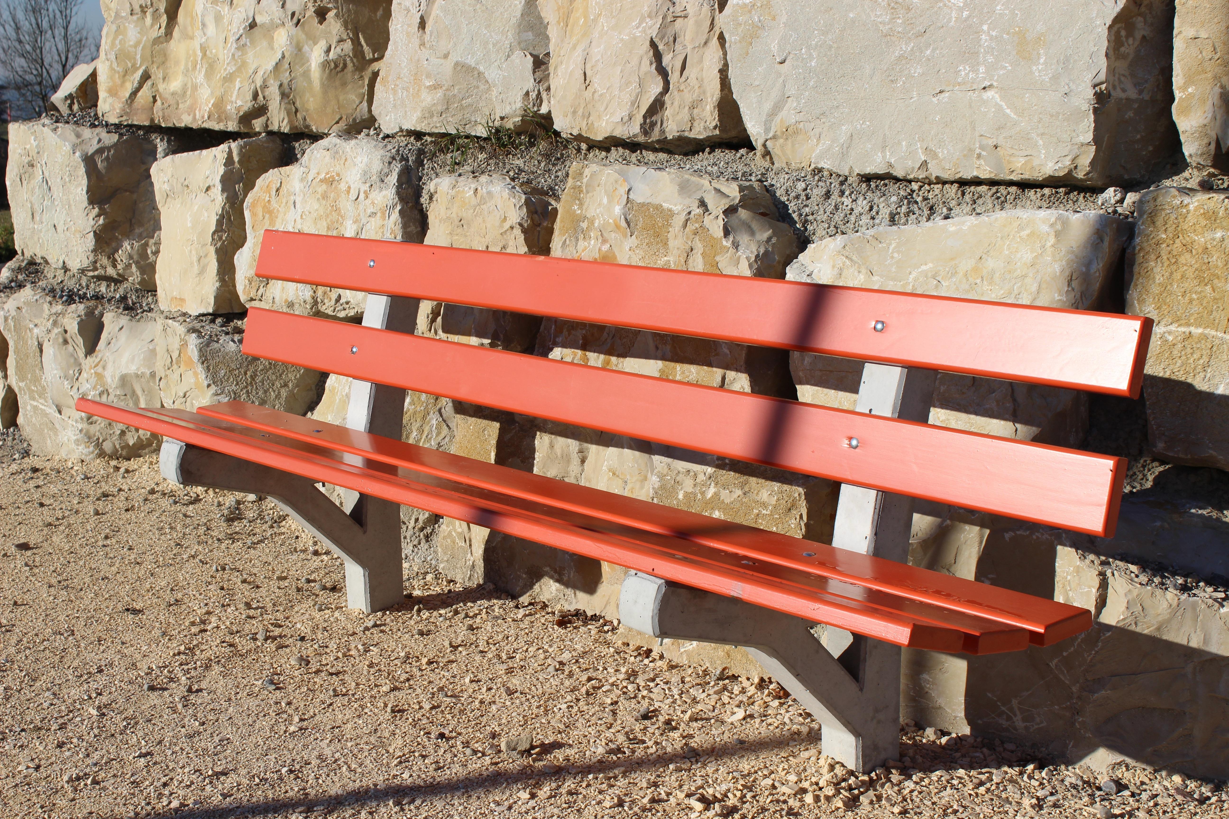 Fotos gratis : mesa, madera, banco, asiento, rojo, descanso, mueble ...