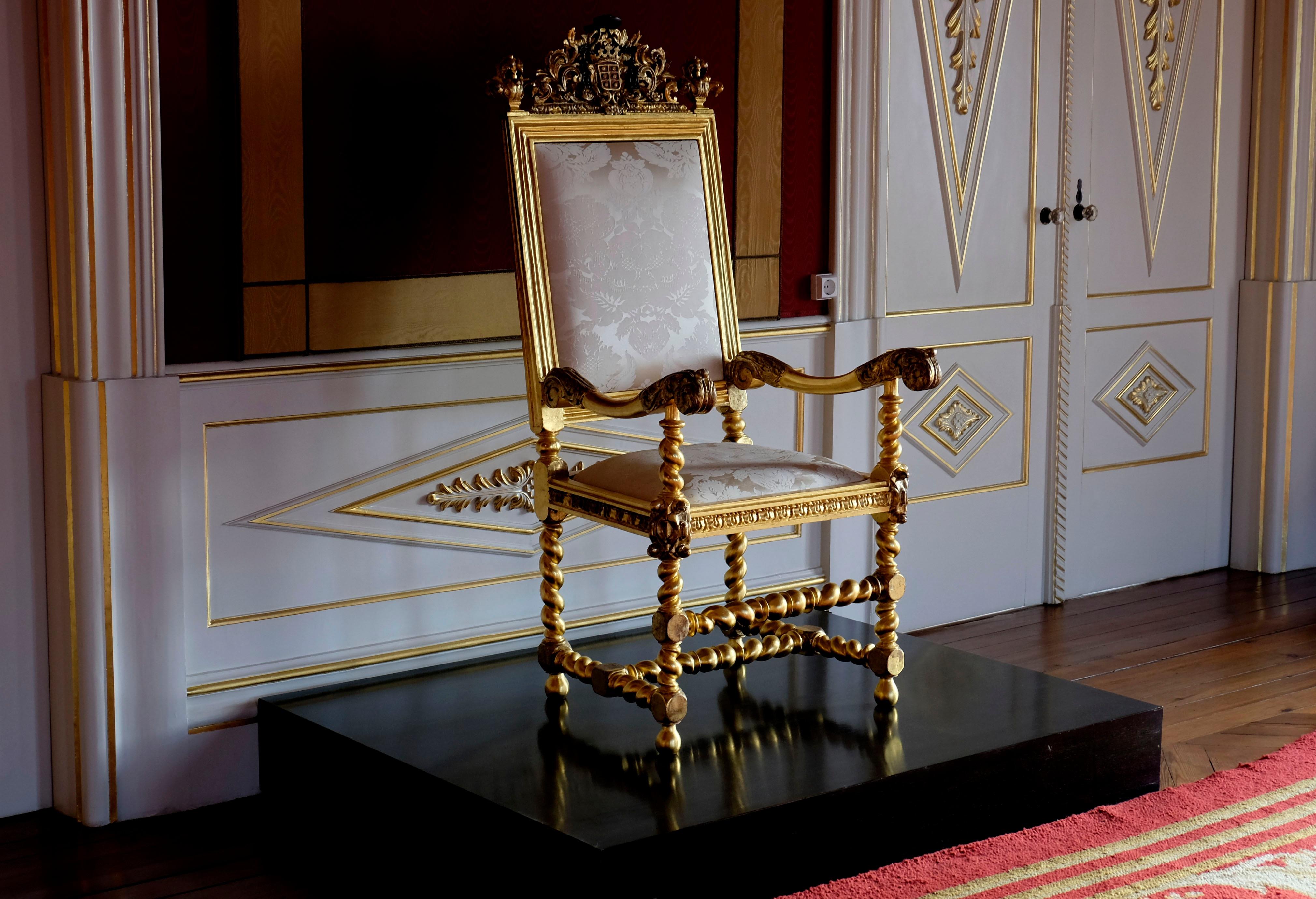 Gratis Afbeeldingen : tafel, hout, stoel, verdieping, huis ...