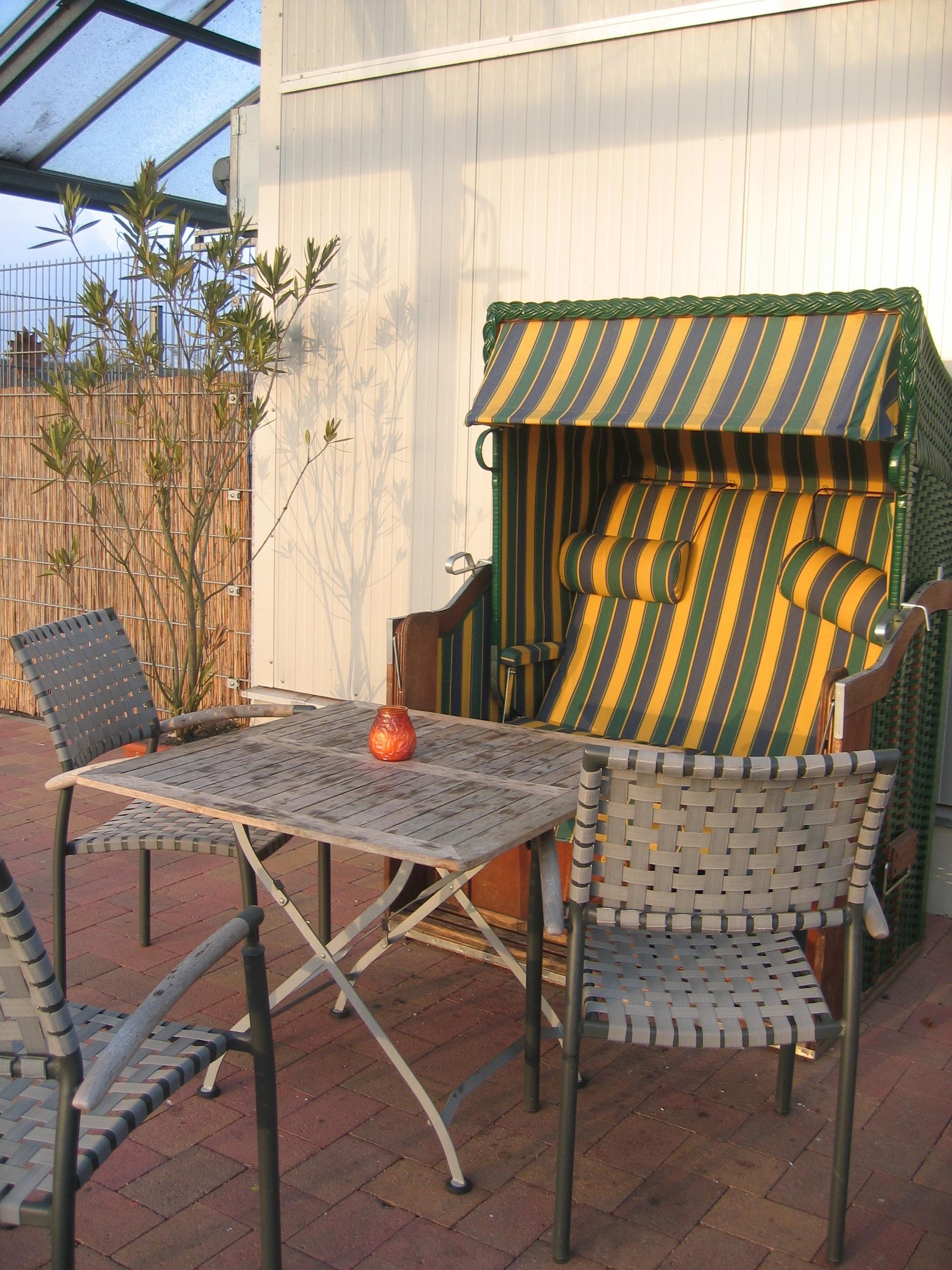 Fotos gratis : mesa, madera, pared, porche, cabaña, patio interior ...
