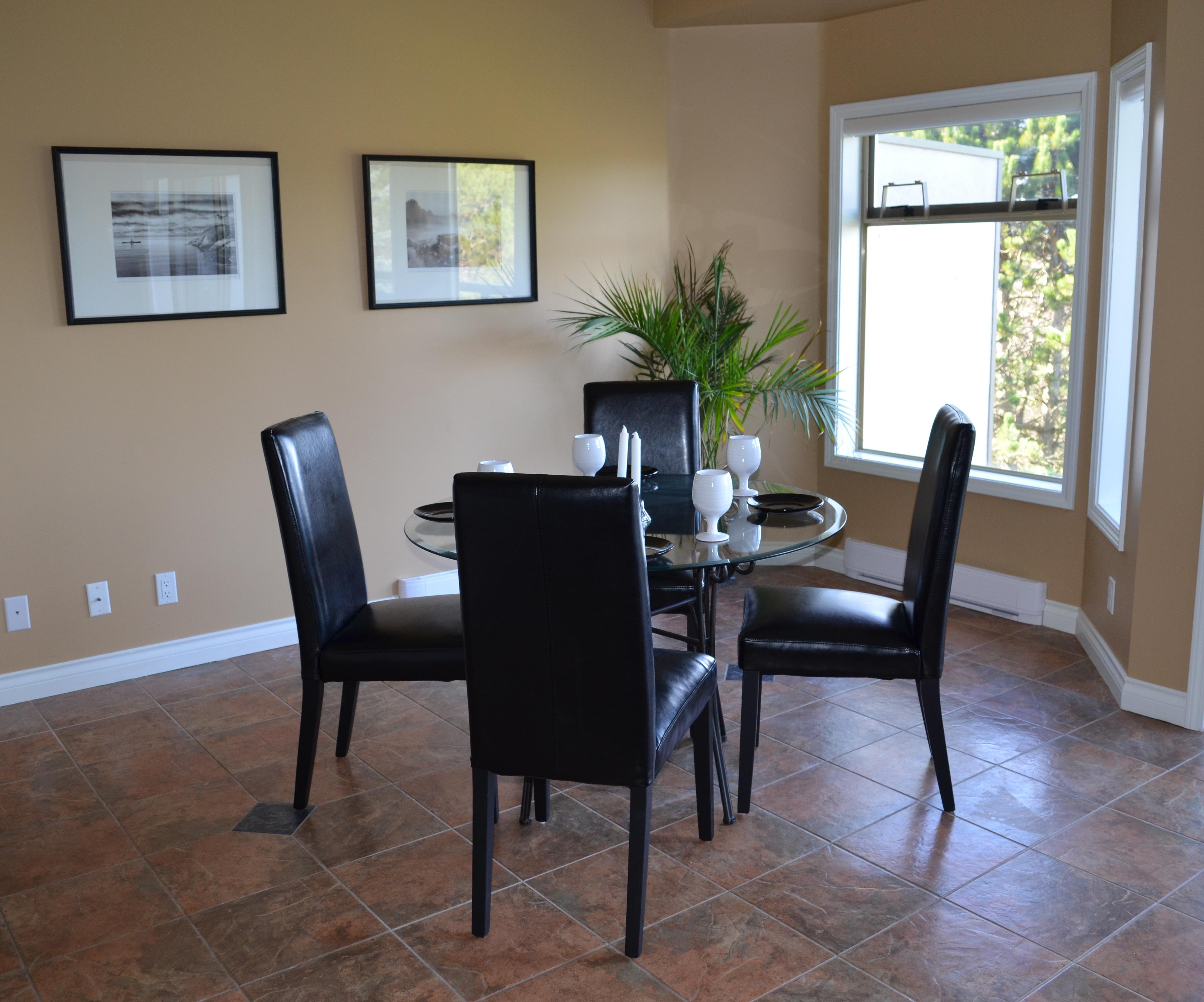 mesa madera piso interior casa cabaa propiedad sala mueble habitacin apartamento diseo de interiores sillas diseo