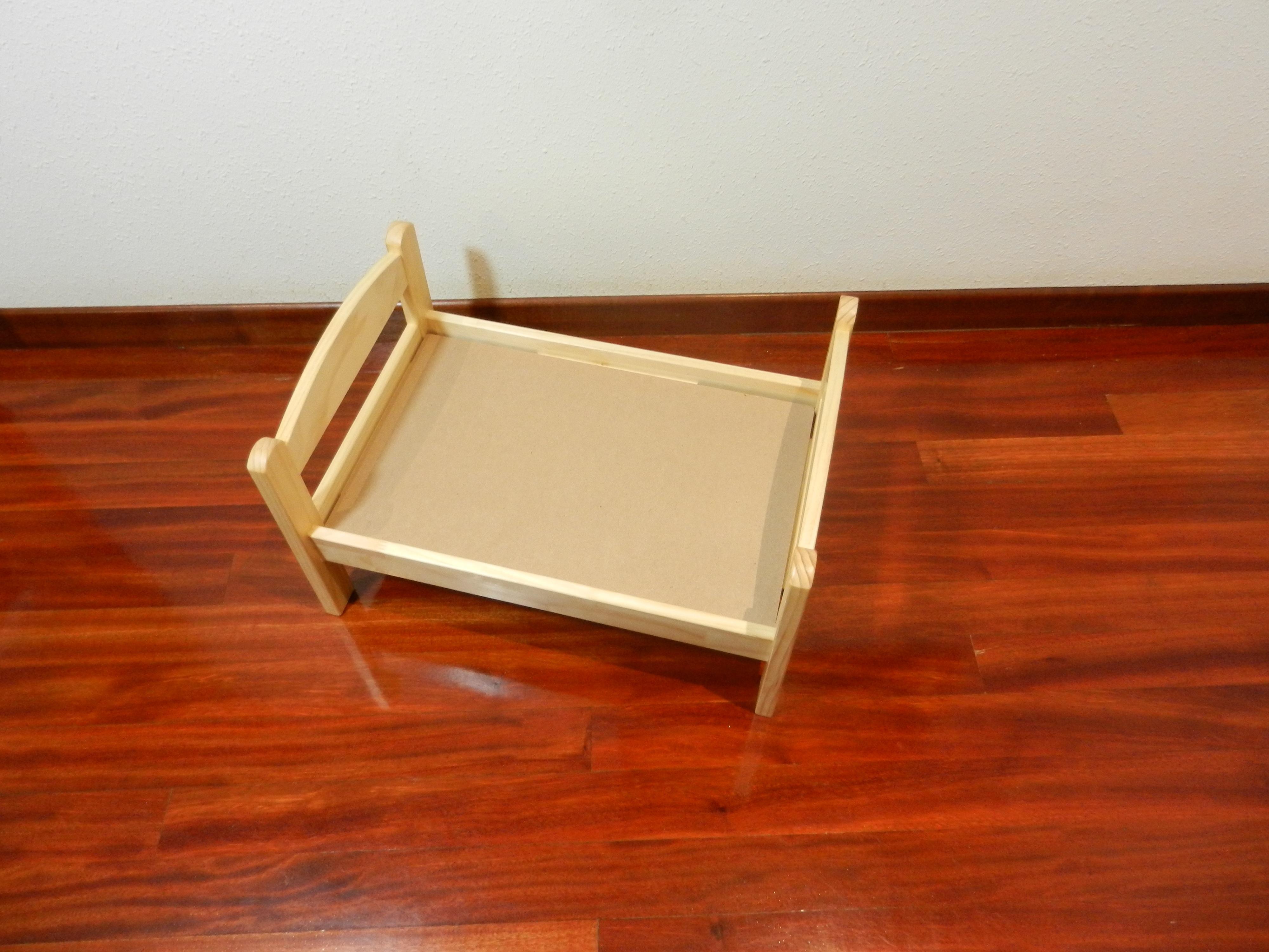 Fotos gratis : mesa, piso, estante, mueble, juguete, madera dura ...